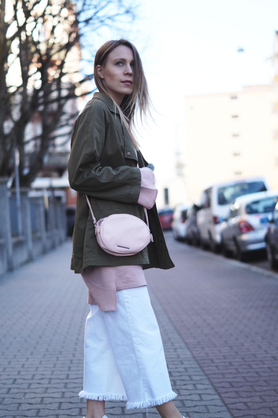 Blush Statement Sleeve Sweatshirt Kleid Adidas Gazelle White Denim Culotte rosa Streetstyle Spring Look Frühlingsoutfit