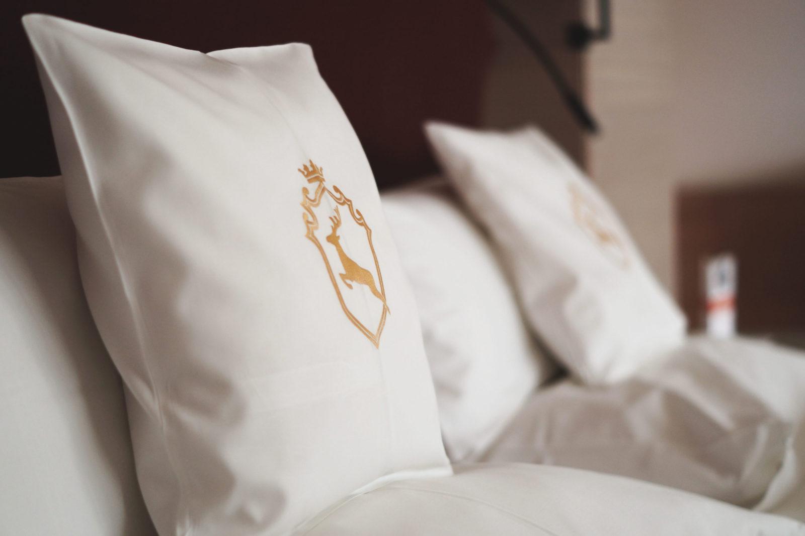 Hotel Review Travel Charme Ifen Hotel Kleinwalsertal Austria Österreich Hotelbewertung Junior Suite Kissen