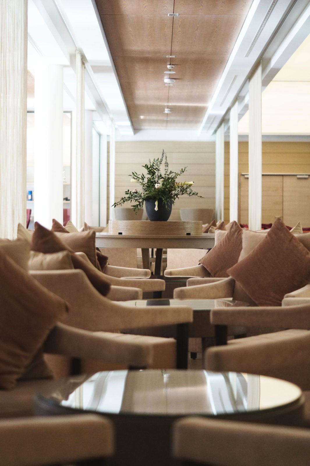 Hotel Review Travel Charme Ifen Hotel Kleinwalsertal Austria Österreich Hotelbewertung Lobby Rezeption