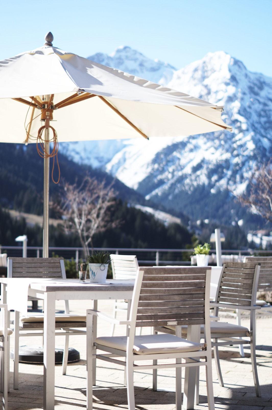 hotel review travel charme ifen hotel kleinwalsertal austria sterreich hotelbewertung terrasse. Black Bedroom Furniture Sets. Home Design Ideas