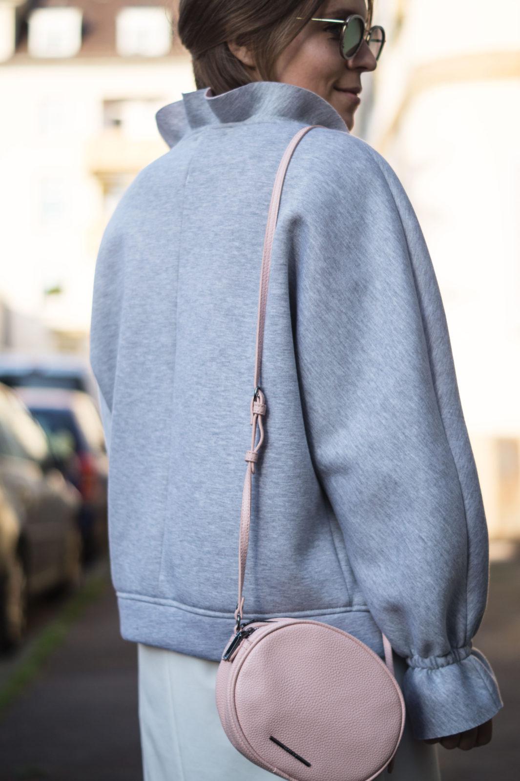 Gray Bomber Jacket Bomberjacke Grau Rueschen Rosa Modeblog Heidelberg Fashionblogger Details
