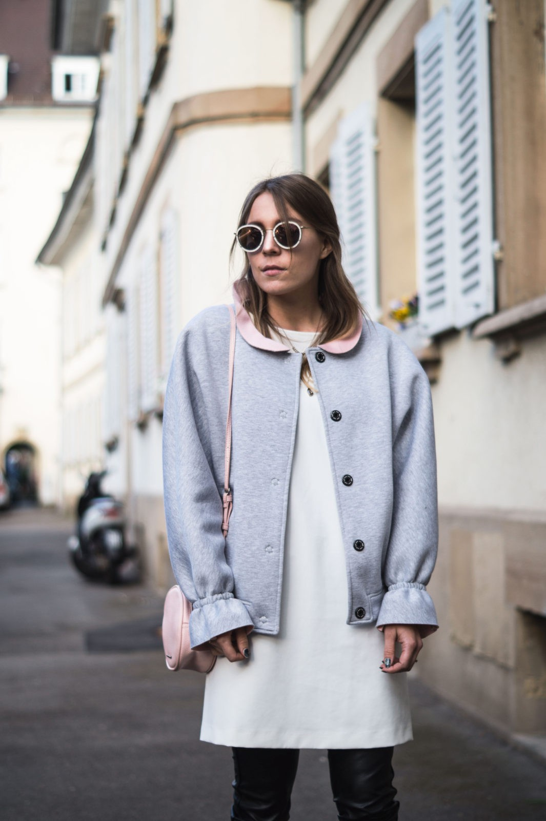 Gray-Bomber-Jacket-Bomberjacke-Grau-Rueschen-Rosa-Modeblog-Heidelberg-Fashionblogger-Sariety-Streetstyle-Liebesglueck-Kerbholz