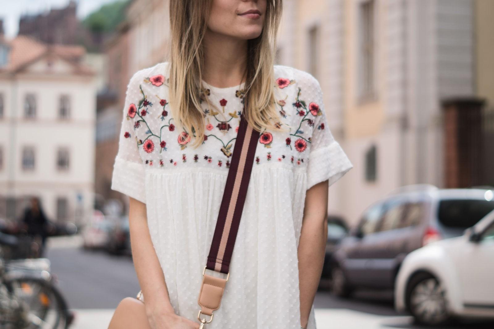 Floral Summer Dress Zara Jumpsuit Black Loafers Pantoletten Sommerkleid Streetstyle Heidelberg Sariety Modeblog Details Tiefenschärfe