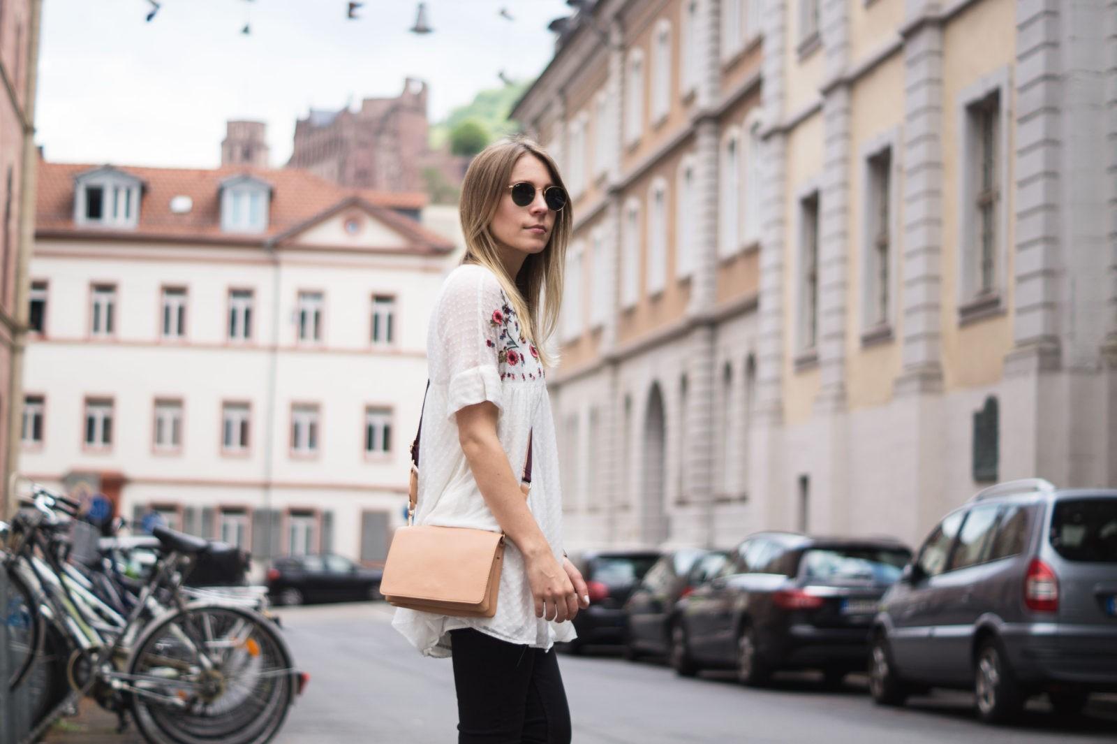 Floral Summer Dress Zara Jumpsuit Black Loafers Pantoletten Sommerkleid Streetstyle Heidelberg Sariety Modeblog Fashionblogger Streetstyle Schloss