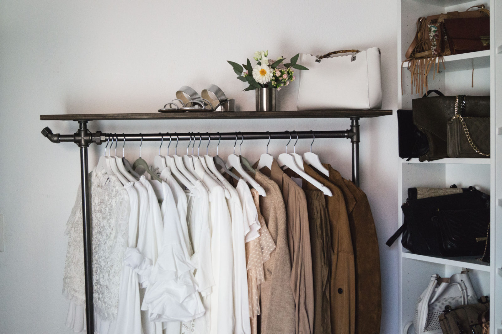 HOME STORY New Walk In Closet & Office with Rackbuddy begehbarer Kleiderschrank Work Space Kleiderstange Blogger Sariety Heidelberg Style