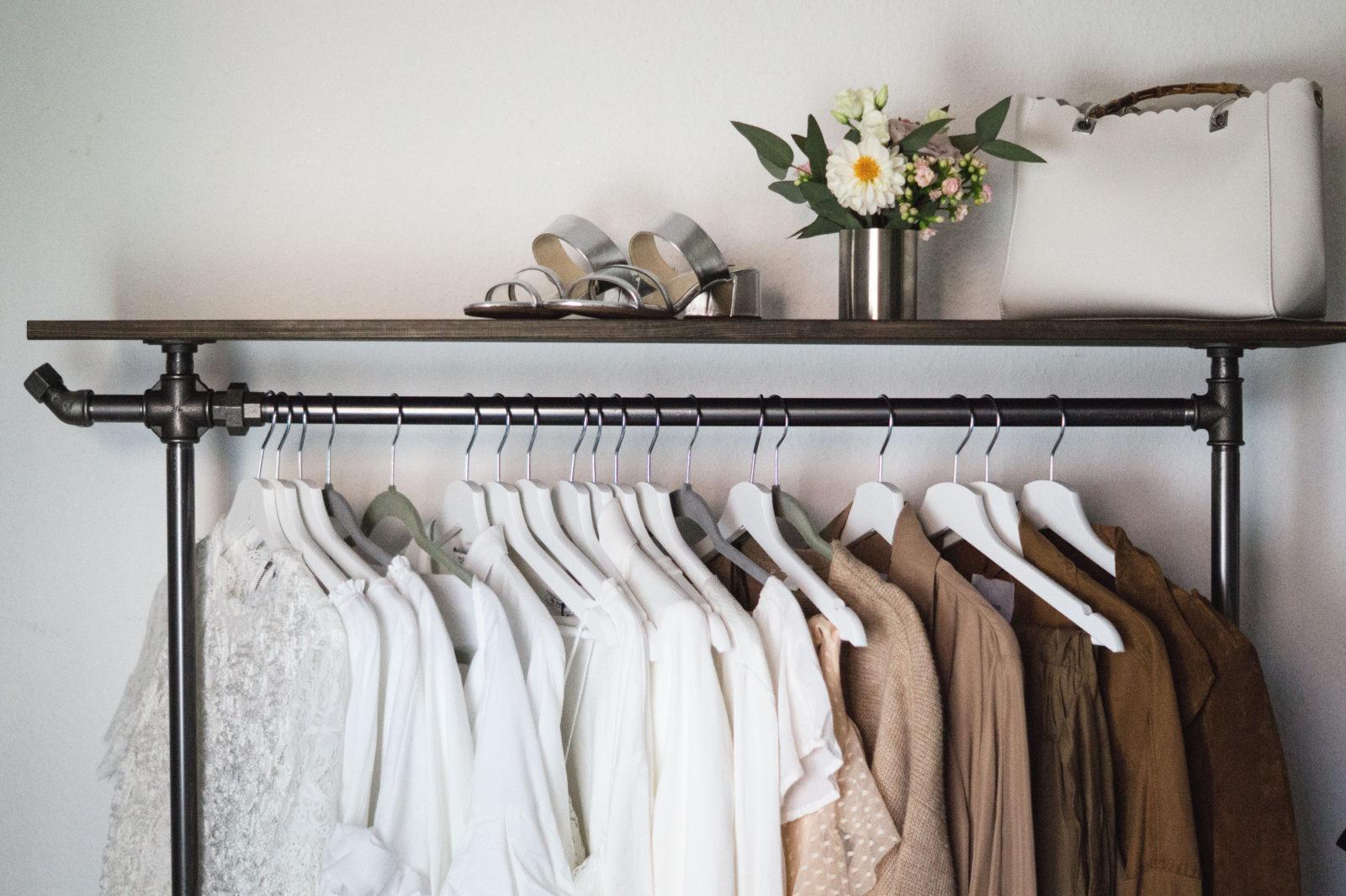 Offener kleiderschrank stange  INTERIOR: New Wardrobe & Office with Rackbuddy - Sariety