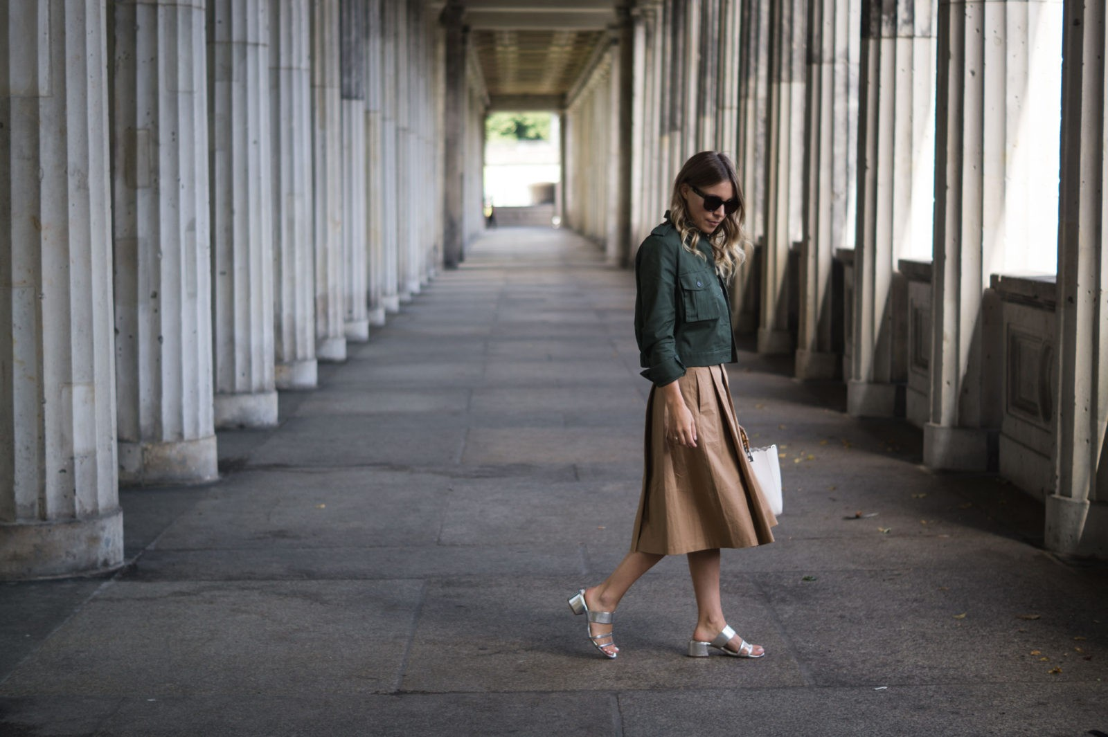 Fashion Week Berlin Streetstyle Sariety Midi Rock Skirt Museumsinsel MBFW Modeblogger Fashionblog Outfit-17