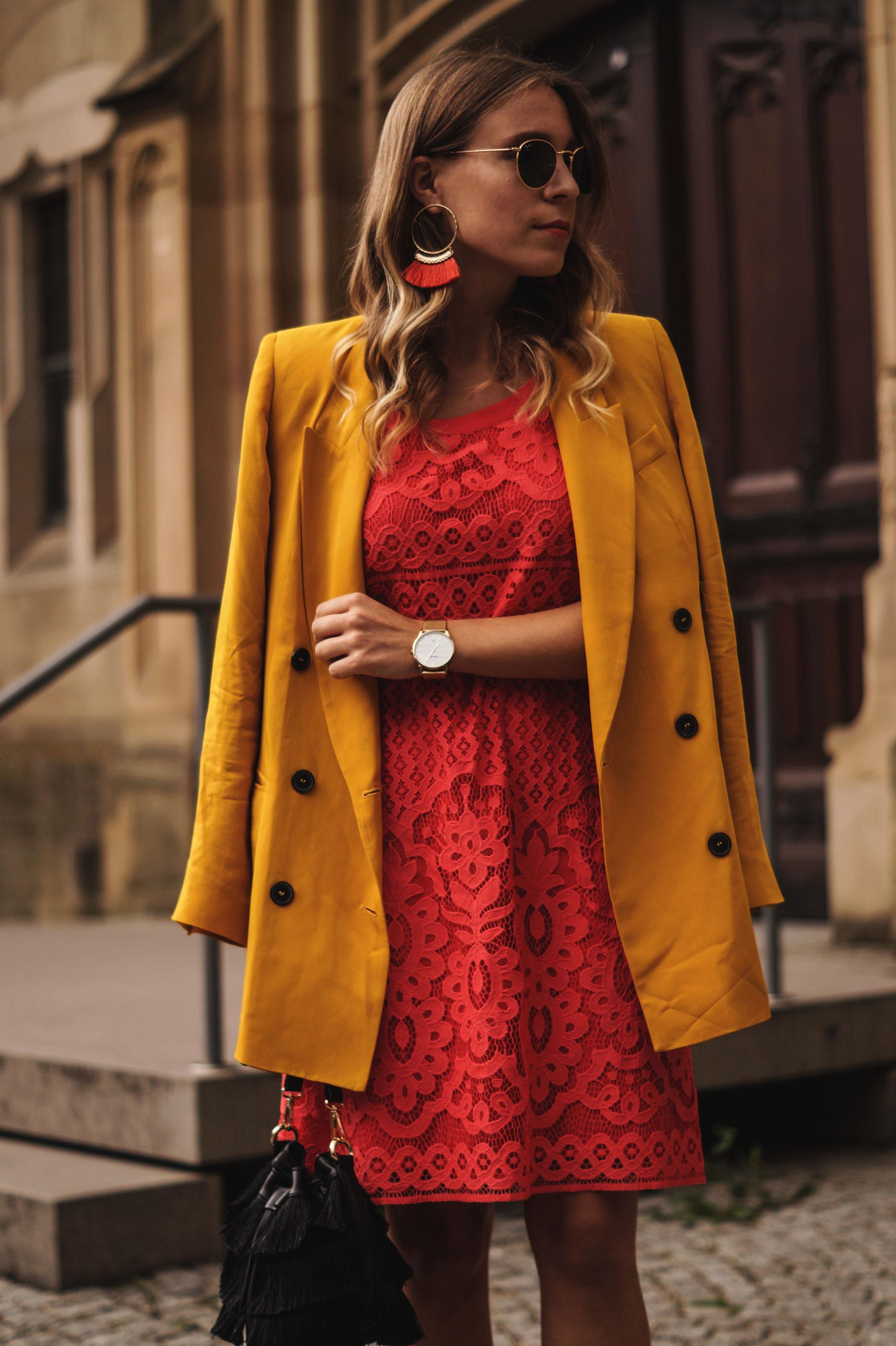 Modeblog Sariety Riani Dress Fashion Week Berlin Spitzenkleid gelber Blazer yellow Jacket Fiesta Rianista Color Blocking Fashionblogger_10