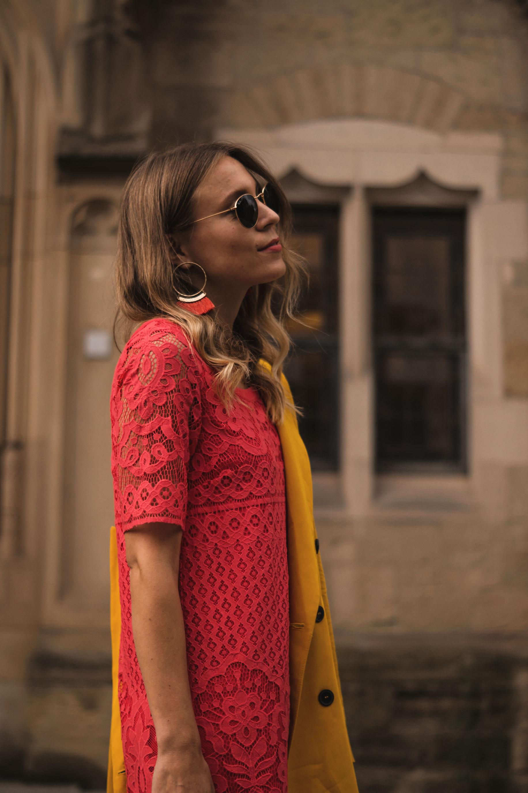 Modeblog Sariety Riani Dress Fashion Week Berlin Spitzenkleid gelber Blazer yellow Jacket Fiesta Rianista Color Blocking Fashionblogger_6