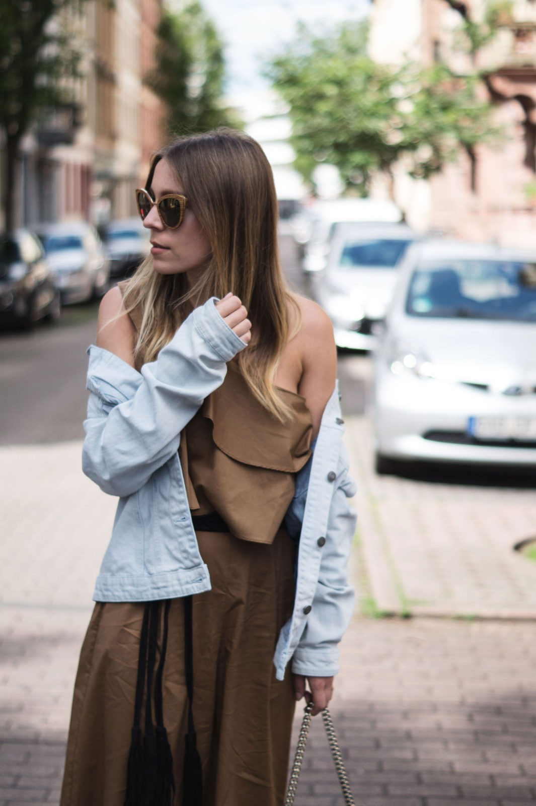 Sariety-Modeblog-Sarah-Czok-Fashionblogger-Streetstyle-Outfit-Jumpsuit-Obersize-Denim-Jeansjacke-1