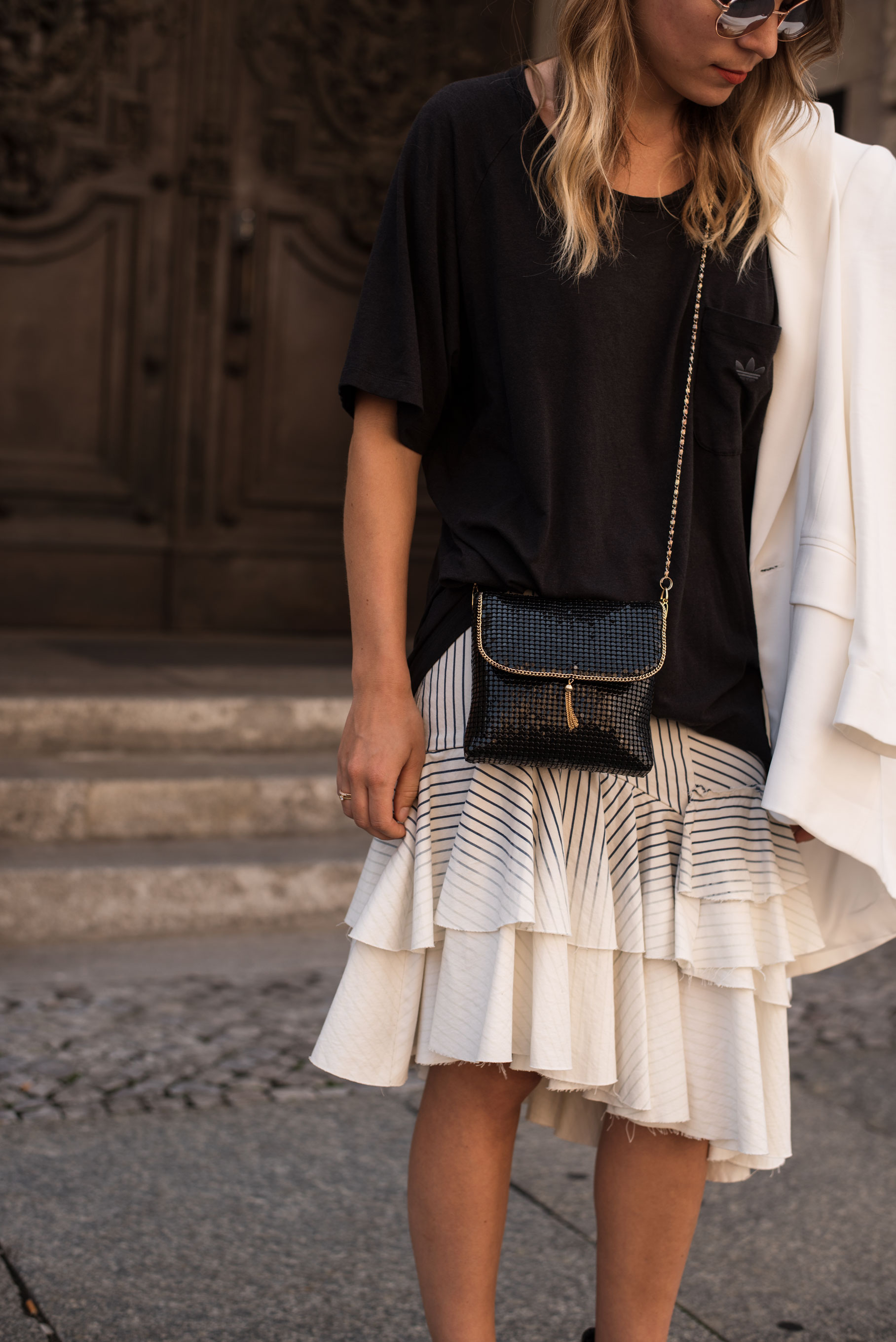 Denim Volant Skirt Rüschen Black and White Guess Adidas Streetstyle Fashion Week Berlin Casual Chic Sariety Modeblog Fashionblogger Heidelberg_2