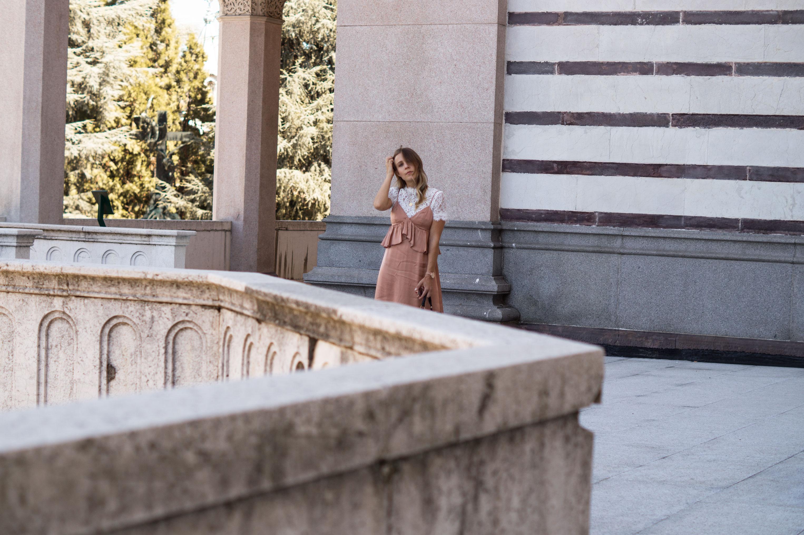 Copper Slipdress rosa Satinkleid silk dress ruffles Rüschenkleid H&M Sariety Modeblog Heidelberg Fashionblogger Milan Mailand Shooting-20