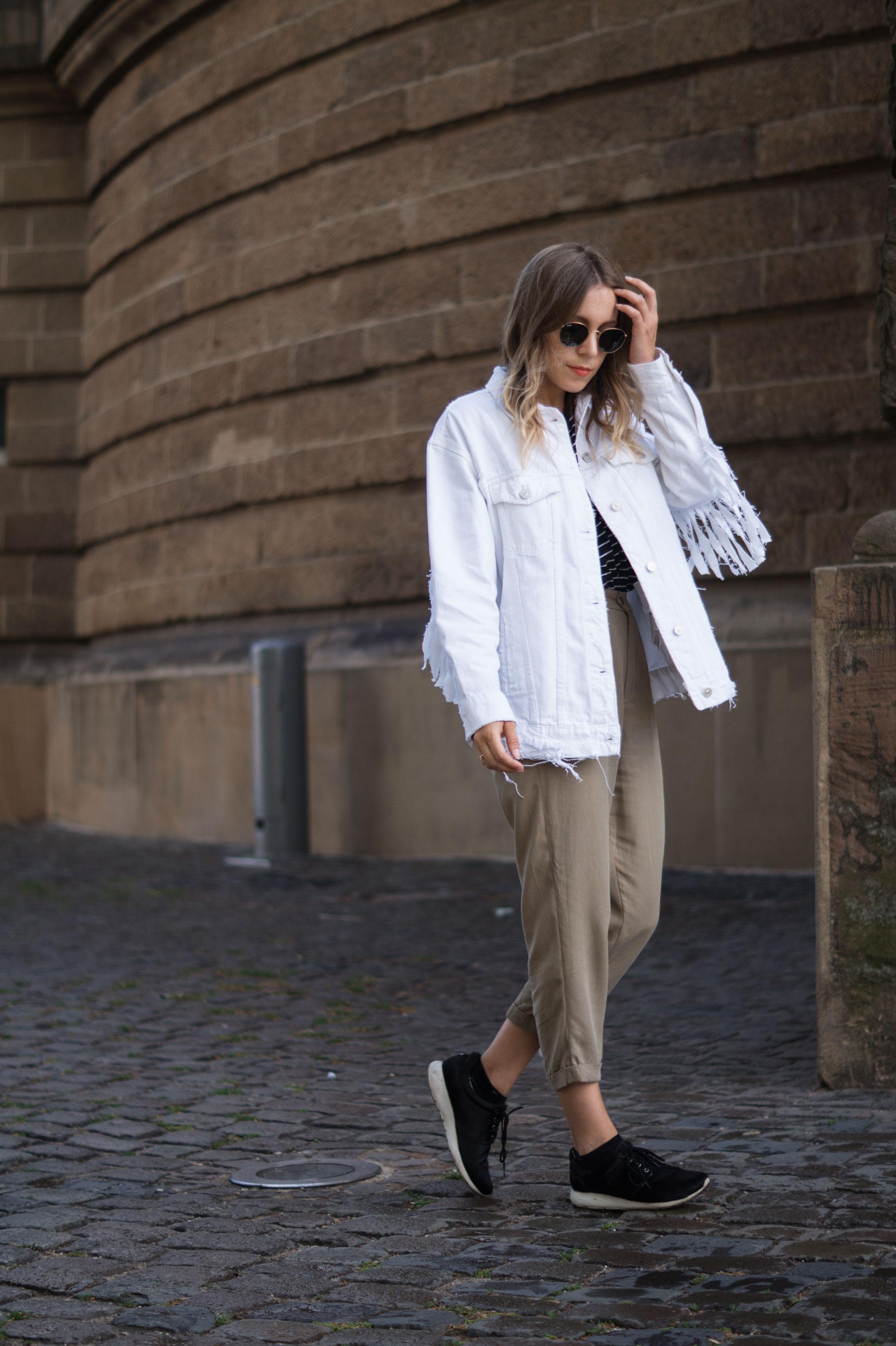 Fringed Denim Jacket Fransenjacke weiße Jeansjacke Casual Outfit Sariety Fashionblogger Modeblog Heidelberg Mannheim Wasserturm-1