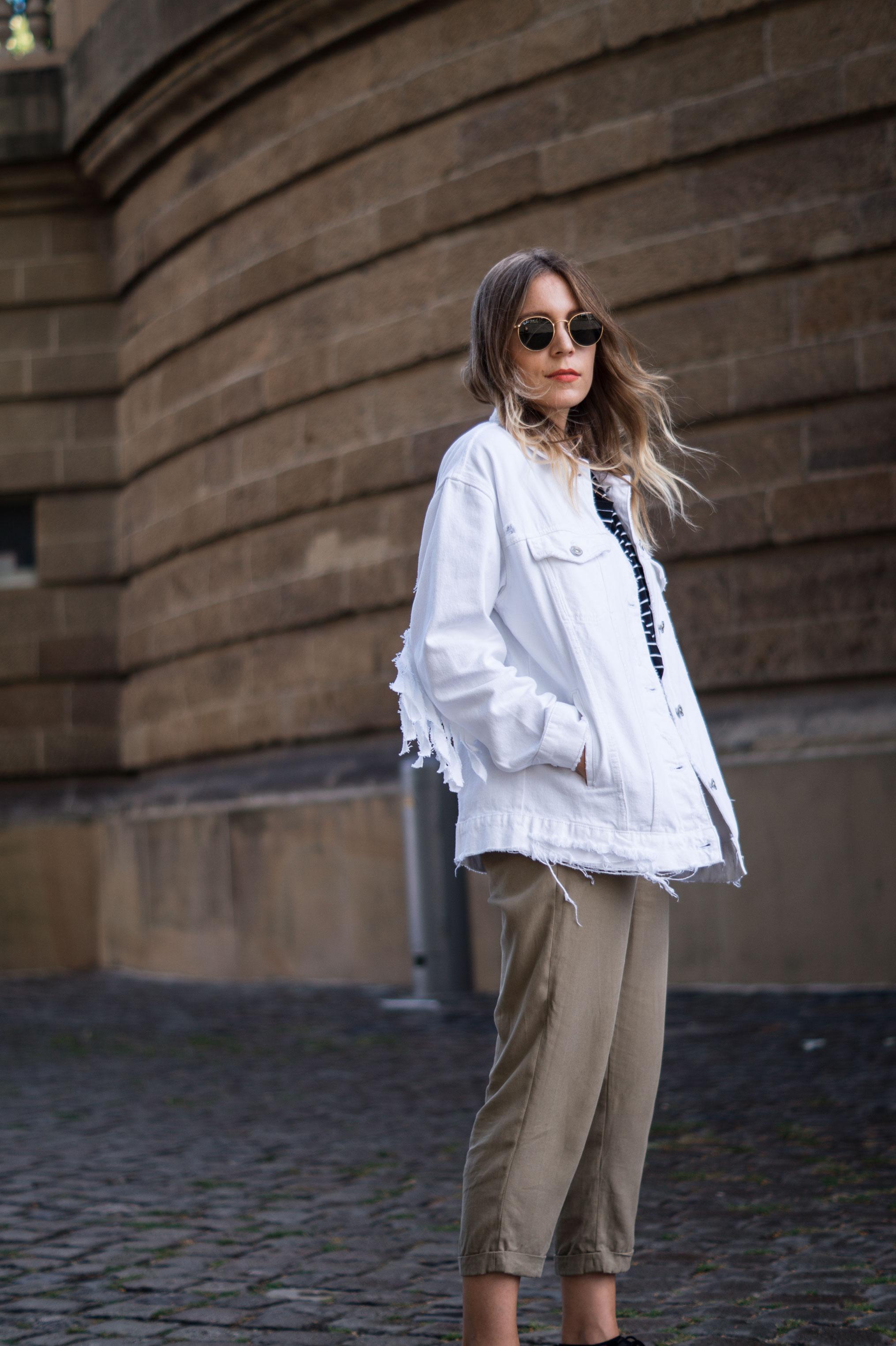 Fringed Denim Jacket Fransenjacke weiße Jeansjacke Casual Outfit Sariety Fashionblogger Modeblog Heidelberg Mannheim Wasserturm-4
