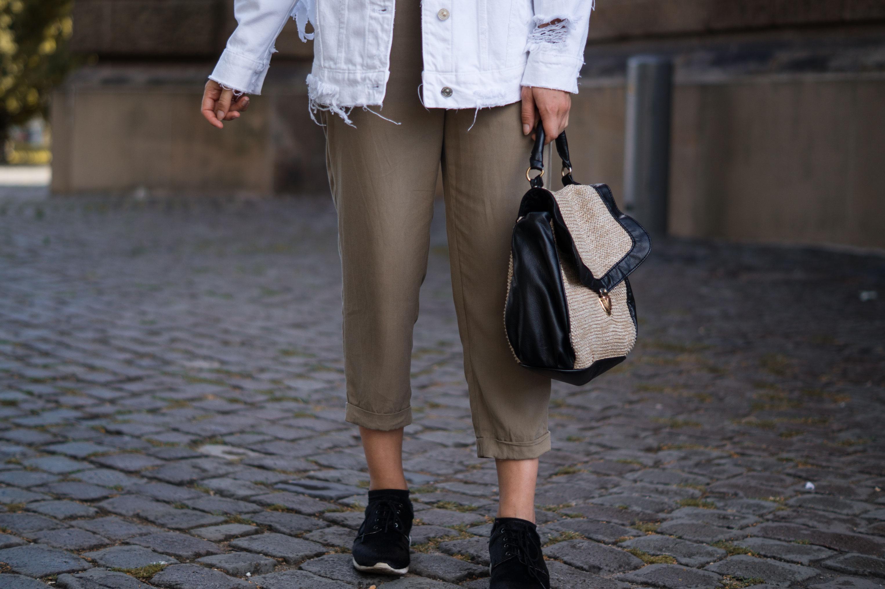 Fringed Denim Jacket Fransenjacke weiße Jeansjacke Casual Outfit Sariety Fashionblogger Modeblog Heidelberg Mannheim Wasserturm-5