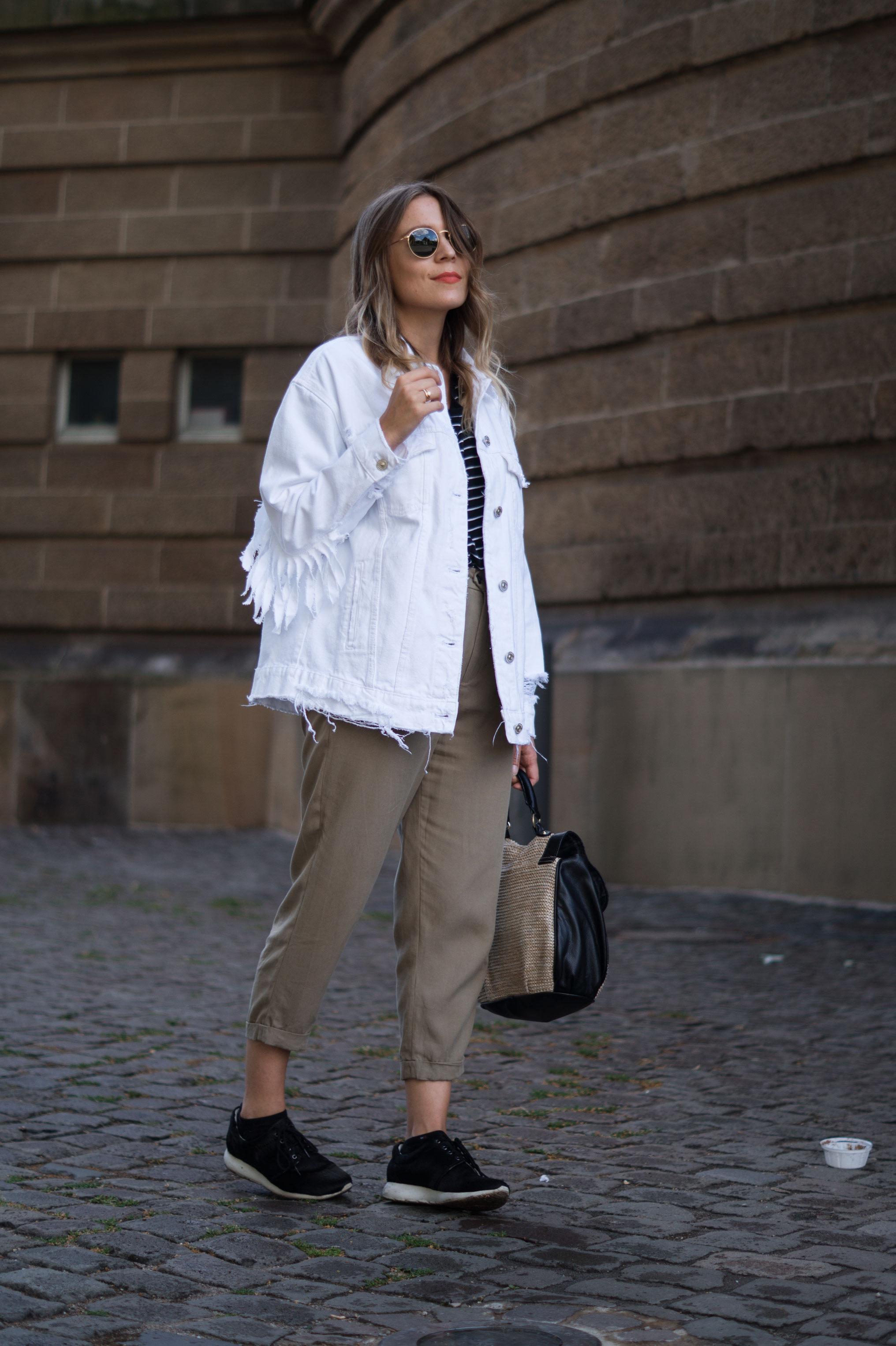 Fringed Denim Jacket Fransenjacke weiße Jeansjacke Casual Outfit Sariety Fashionblogger Modeblog Heidelberg Mannheim Wasserturm-7