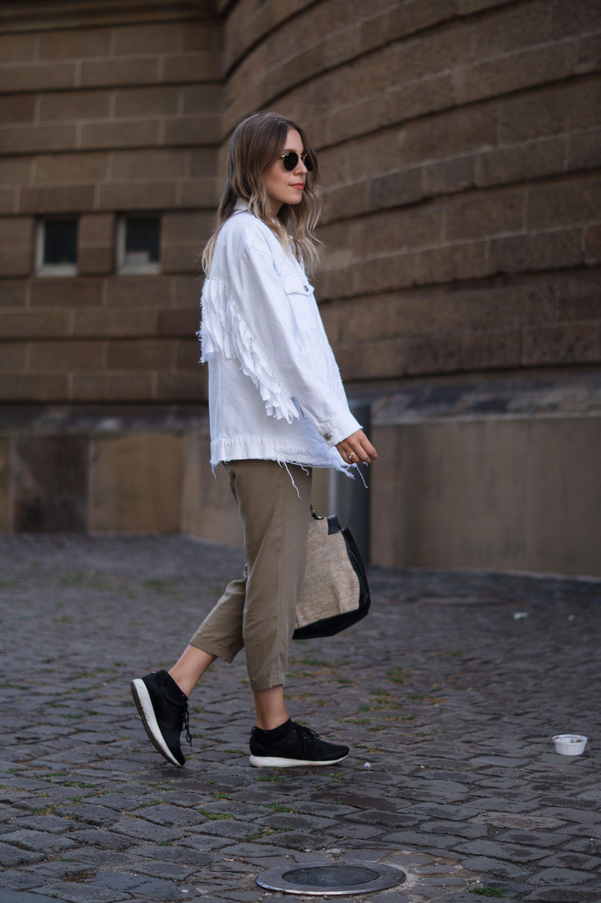 Fringed Denim Jacket Fransenjacke weiße Jeansjacke Casual Outfit Sariety Fashionblogger Modeblog Heidelberg Mannheim Wasserturm-8