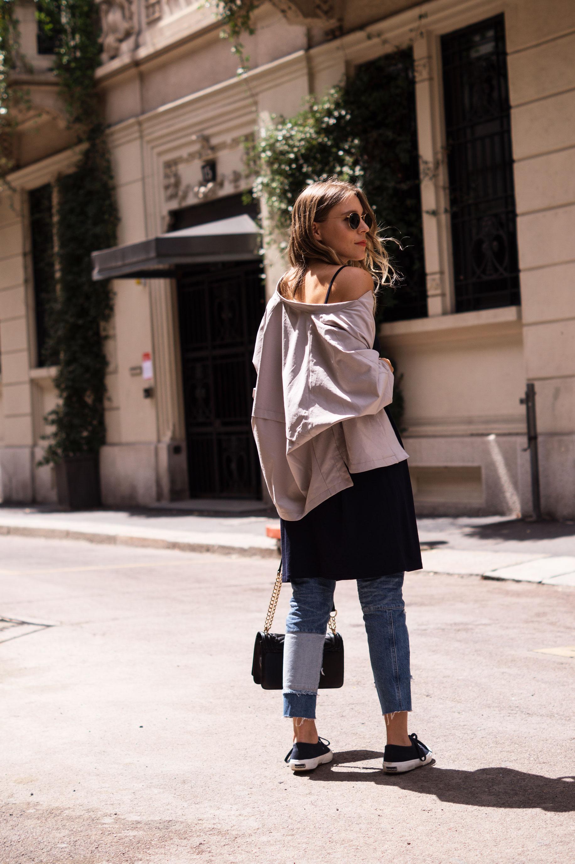 Patched Boyfriend Jeans Denim Bomberjacke Superga navy blau blue in blue Streetstyl Milan Mailand Sariety Fashionblogger Modeblog-8