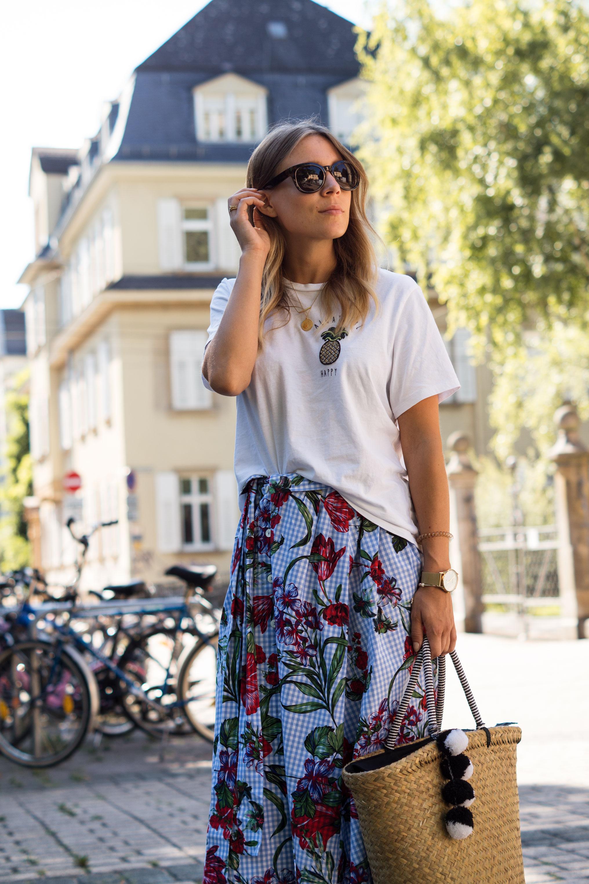 Zara Midi Skirt Ginham Floral Print Blumenmuster karierter Rock Print Shirt Manfield Mules Sariety Summer Shopping Look_1