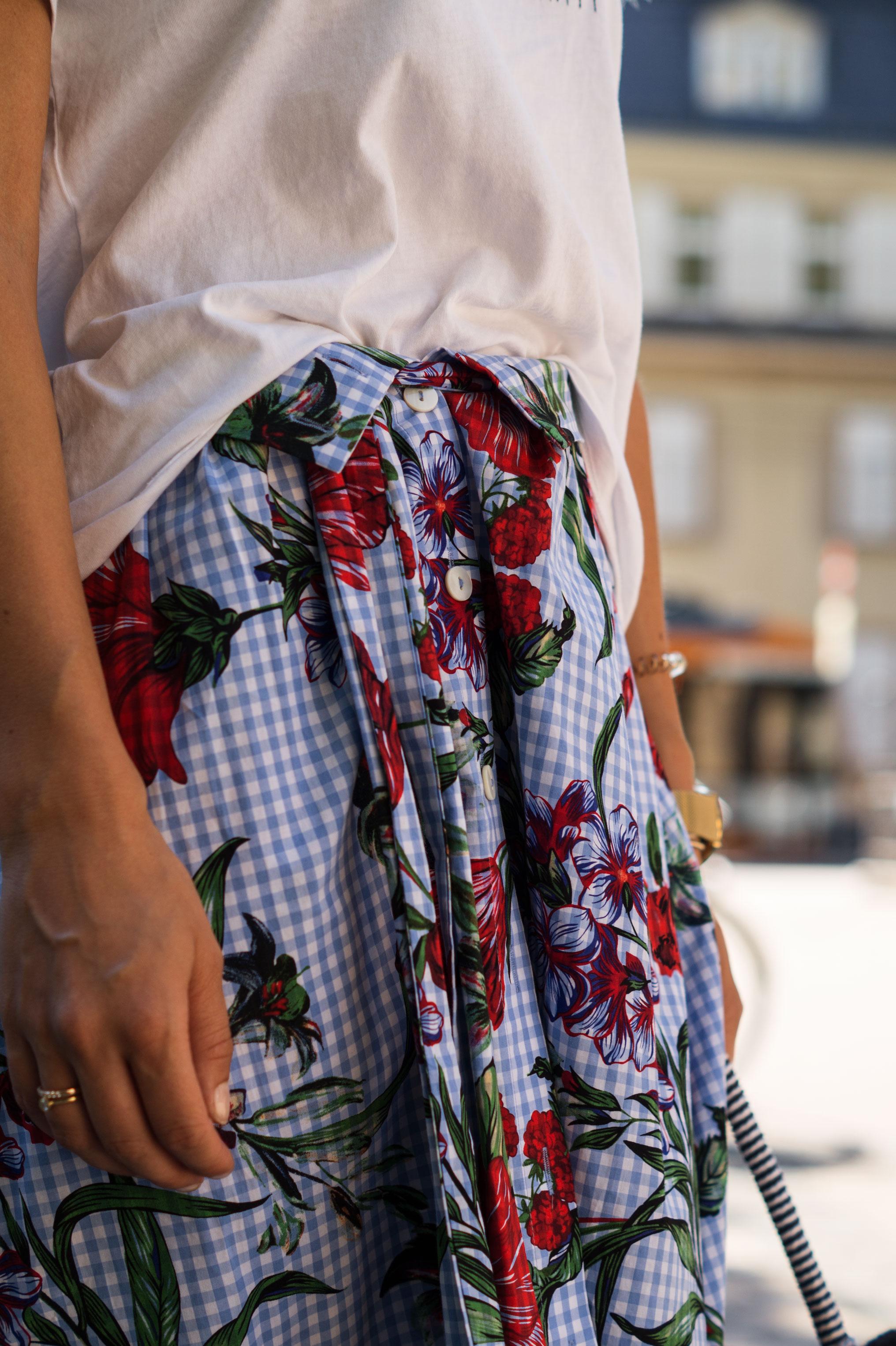Zara Midi Skirt Ginham Floral Print Blumenmuster karierter Rock Print Shirt Manfield Mules Sariety Summer Shopping Look_10