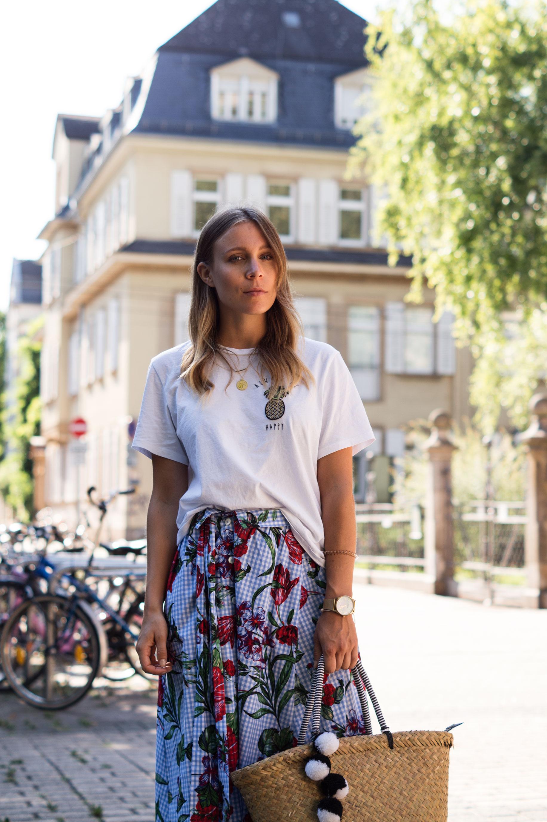 Zara Midi Skirt Ginham Floral Print Blumenmuster karierter Rock Print Shirt Manfield Mules Sariety Summer Shopping Look_12