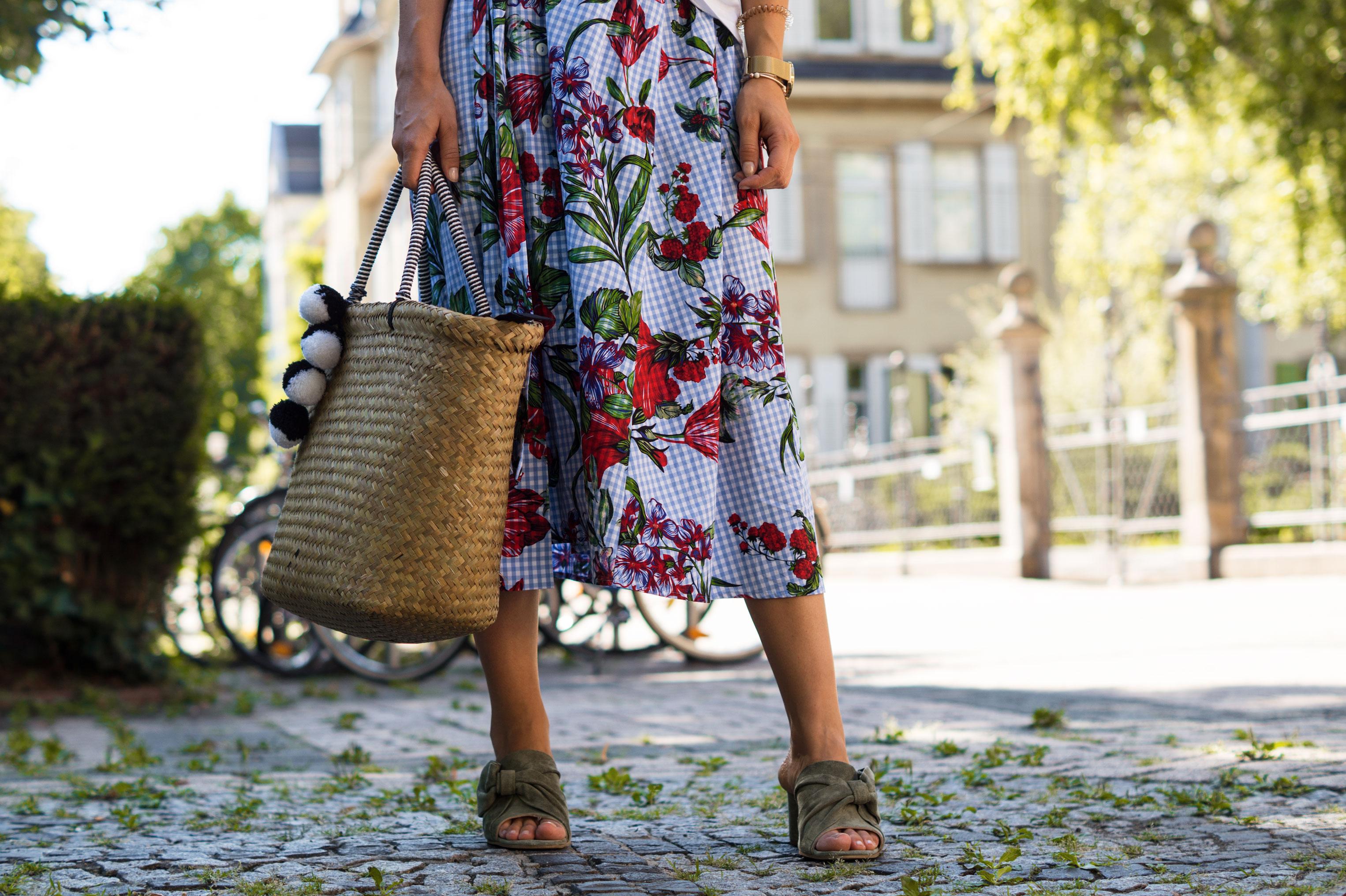Zara Midi Skirt Ginham Floral Print Blumenmuster karierter Rock Print Shirt Manfield Mules Sariety Summer Shopping Look_3