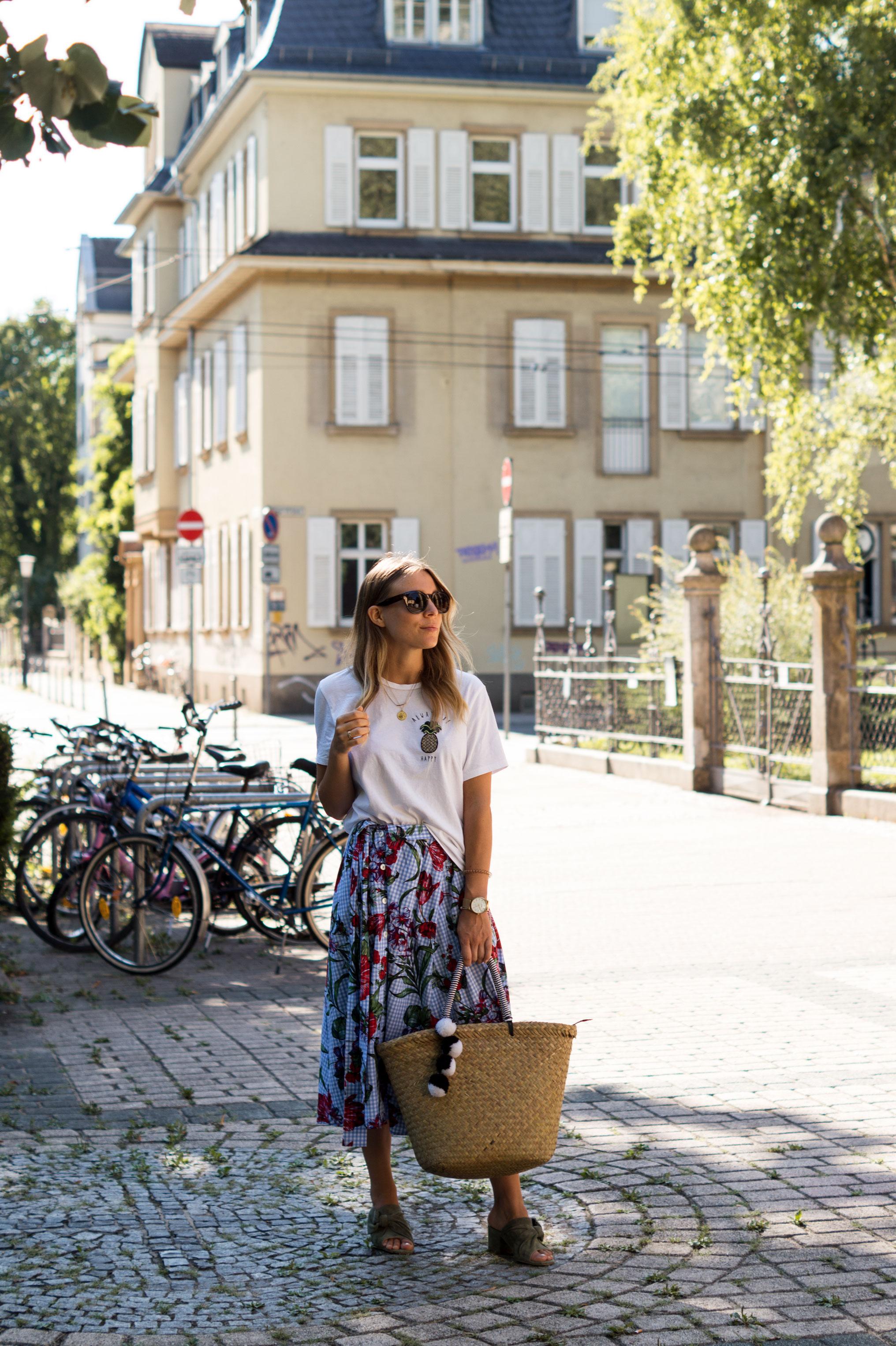 Zara Midi Skirt Ginham Floral Print Blumenmuster karierter Rock Print Shirt Manfield Mules Sariety Summer Shopping Look_7