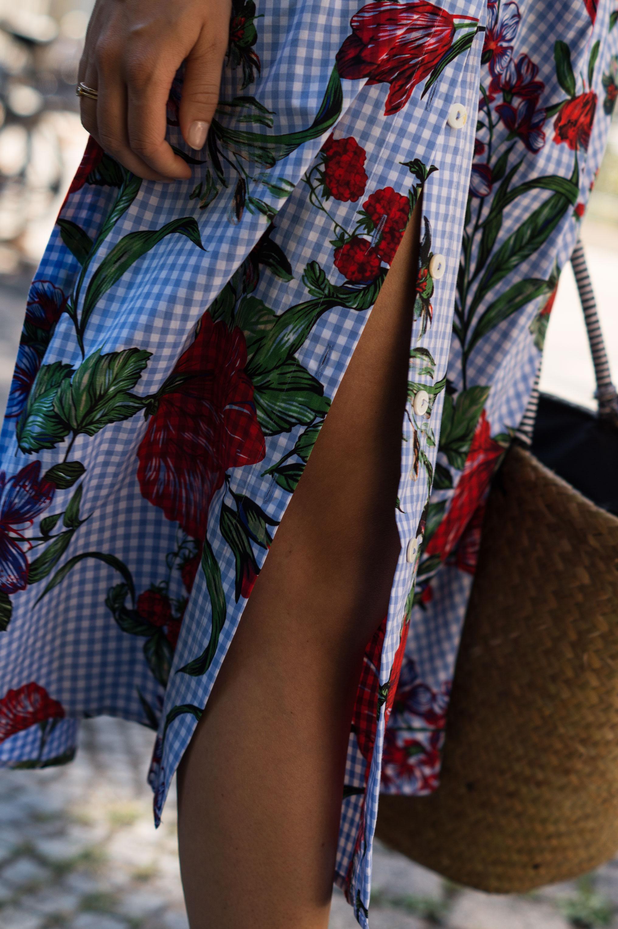 Zara Midi Skirt Ginham Floral Print Blumenmuster karierter Rock Print Shirt Manfield Mules Sariety Summer Shopping Look_9