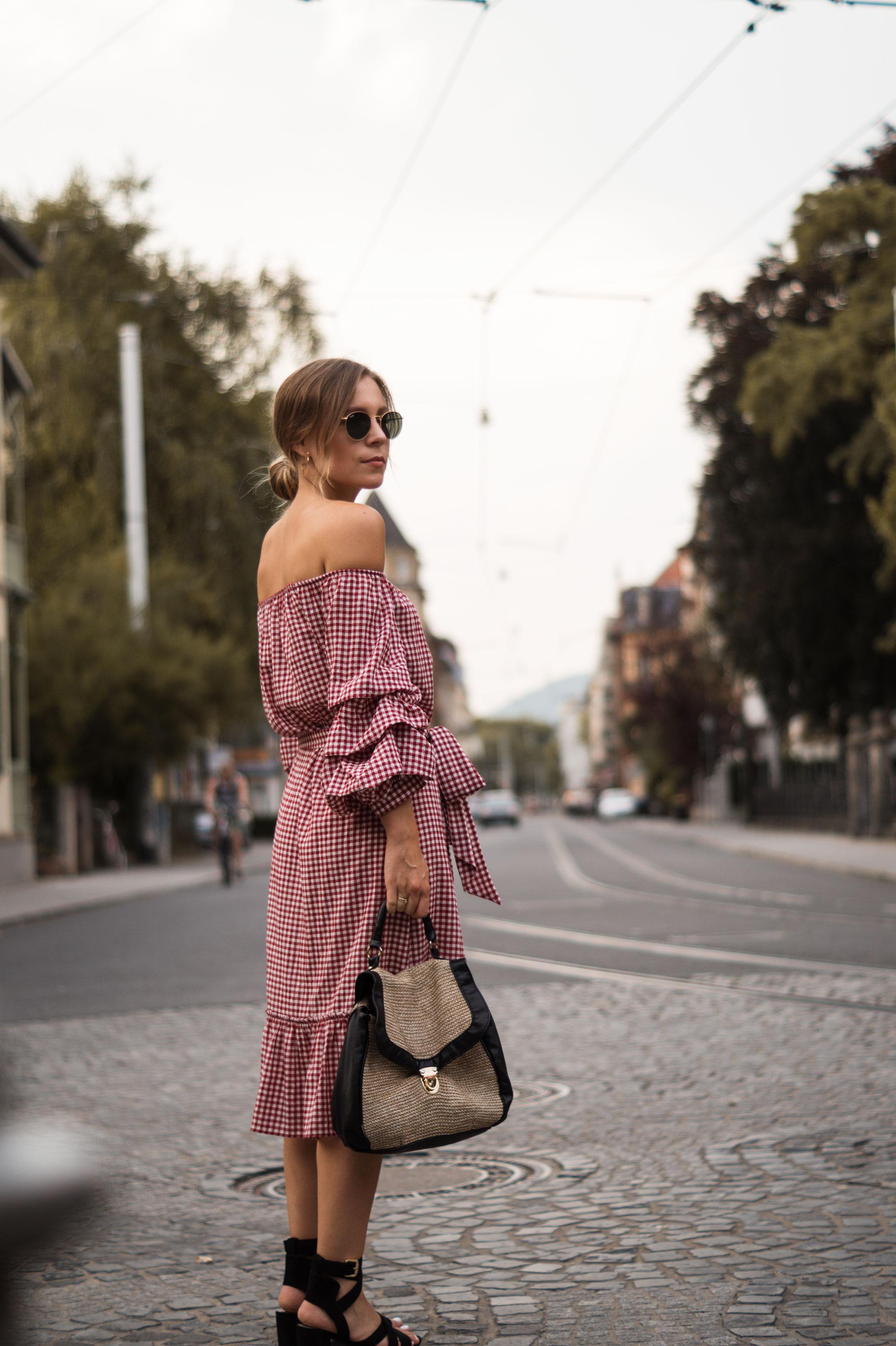 rotes Karokleid Zara off shoulder gingham Streetstyle Heidelberg Sariety Modeblog Fashionblogger-2
