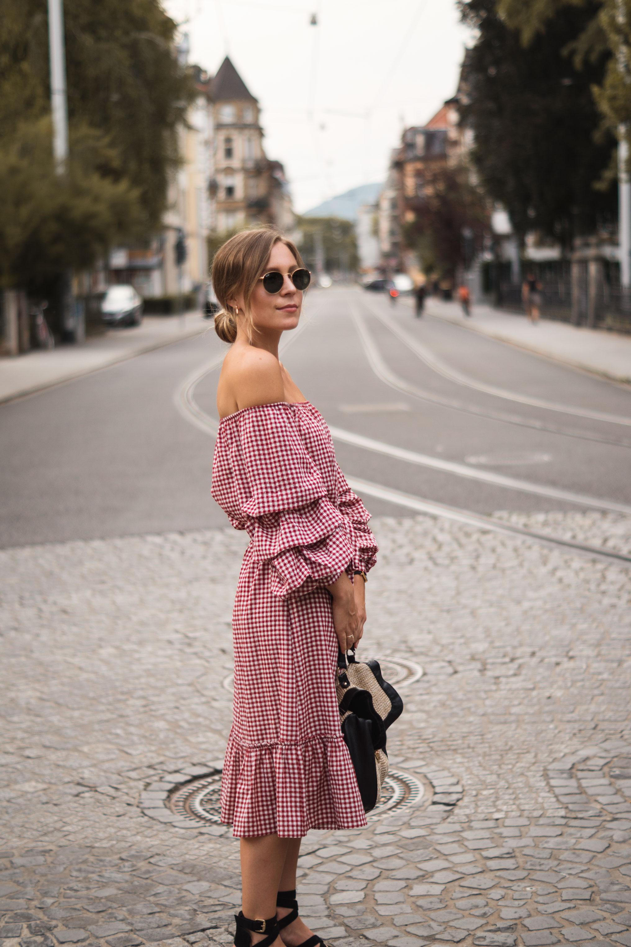 rotes Karokleid Zara off shoulder gingham Streetstyle Heidelberg Sariety Modeblog Fashionblogger-4