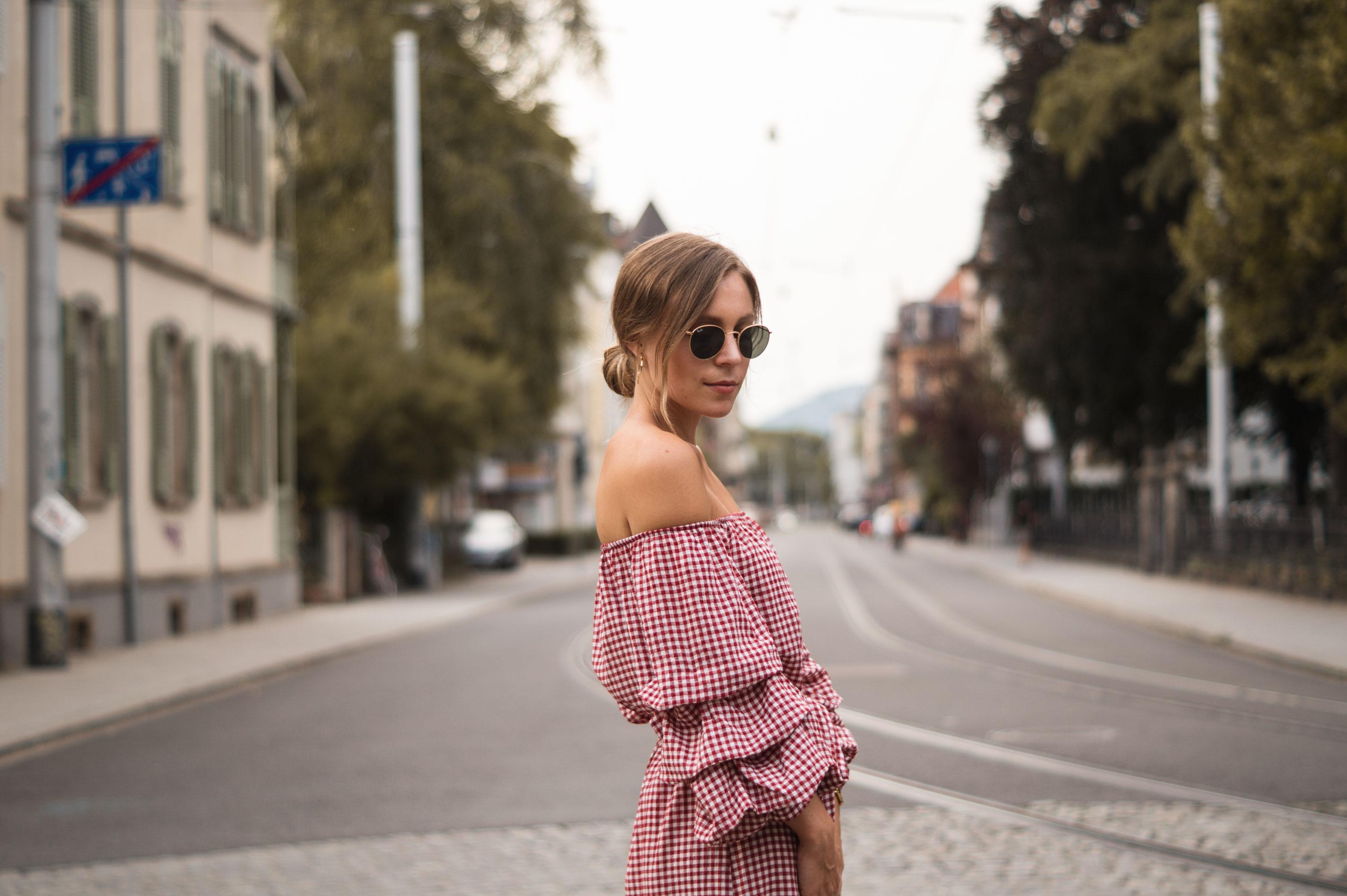 rotes Karokleid Zara off shoulder gingham Streetstyle Heidelberg Sariety Modeblog Fashionblogger-5