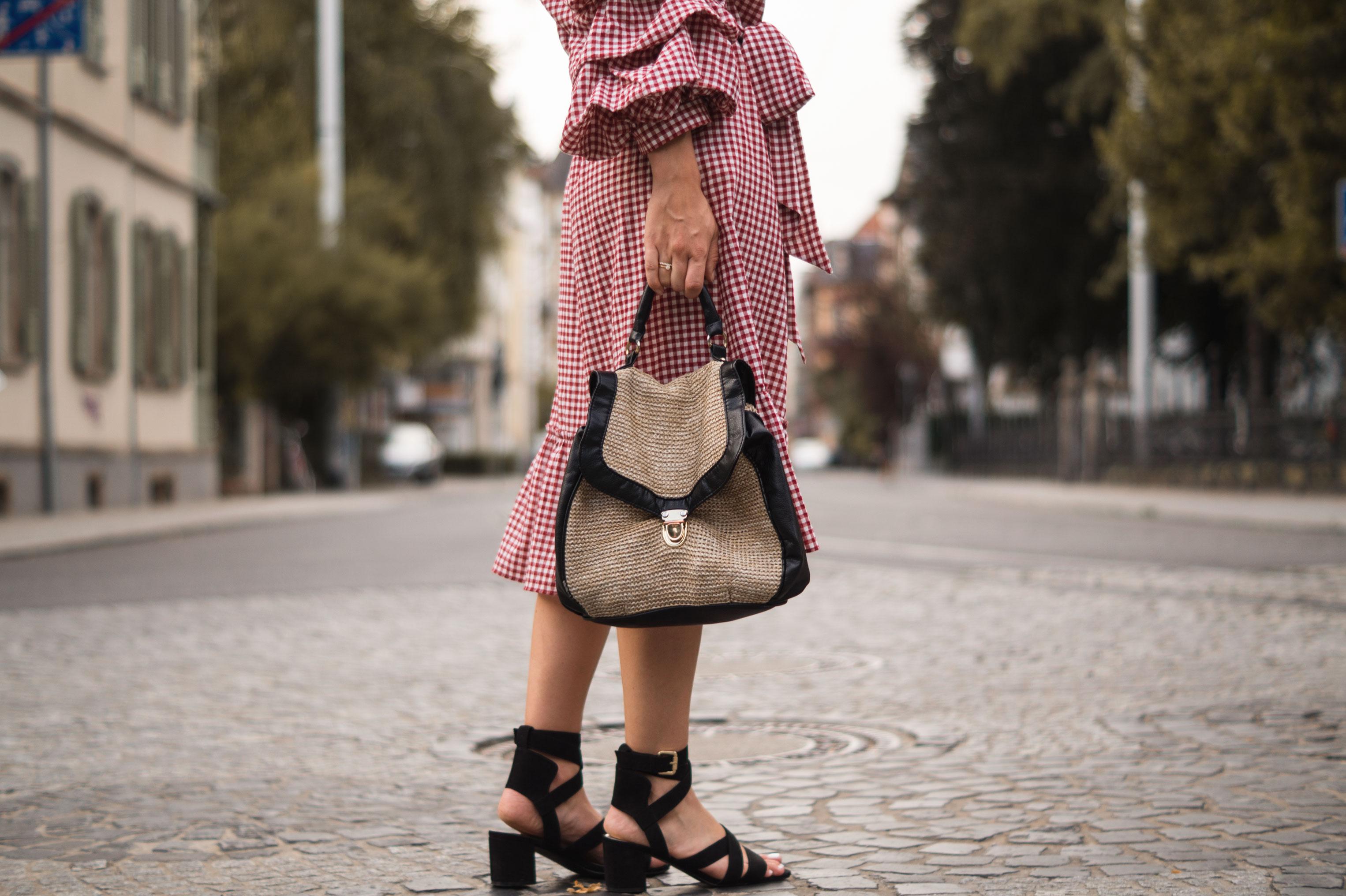 rotes Karokleid Zara off shoulder gingham Streetstyle Heidelberg Sariety Modeblog Fashionblogger-6
