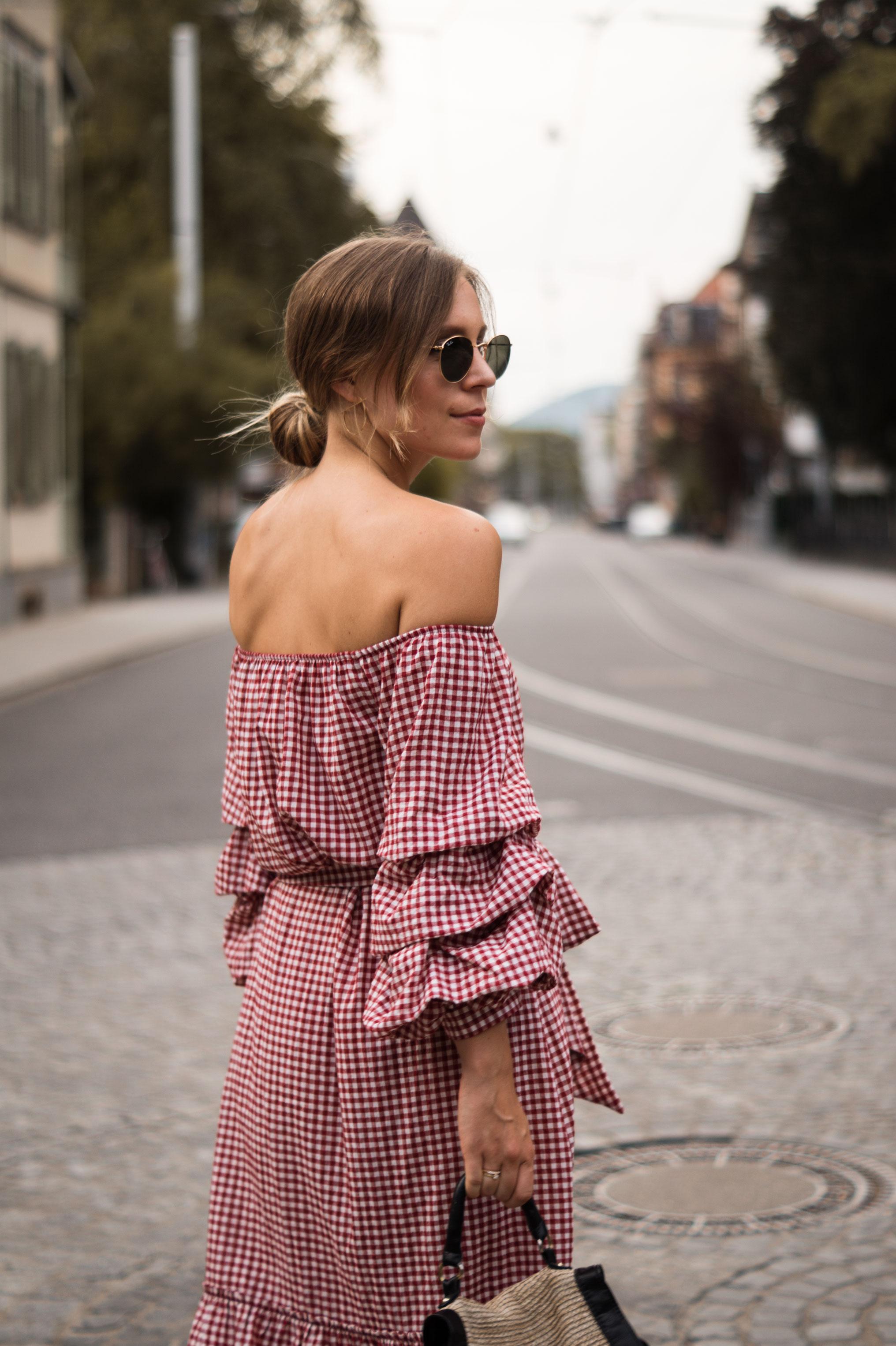 rotes Karokleid Zara off shoulder gingham Streetstyle Heidelberg Sariety Modeblog Fashionblogger-7