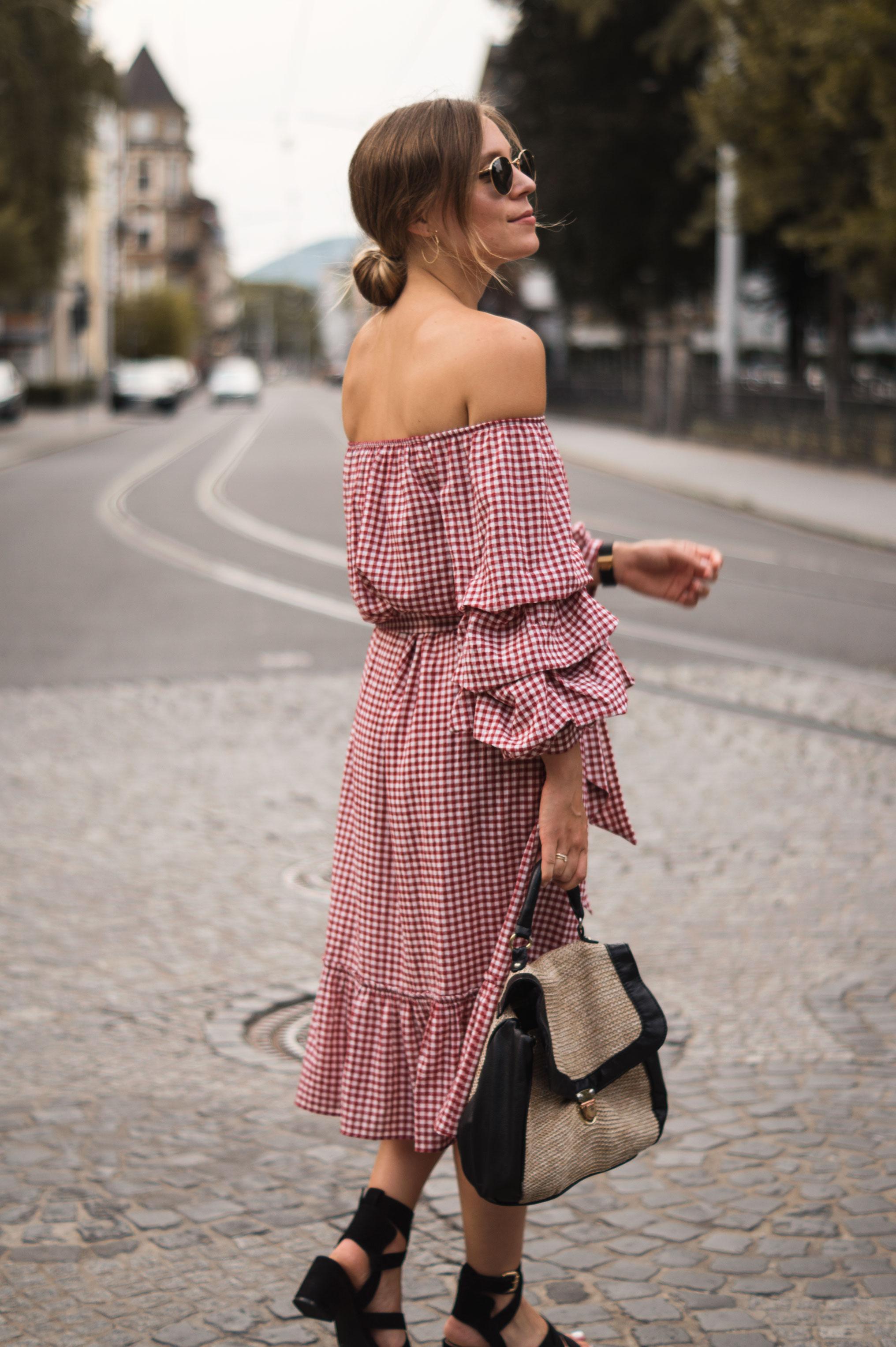 rotes Karokleid Zara off shoulder gingham Streetstyle Heidelberg Sariety Modeblog Fashionblogger-8