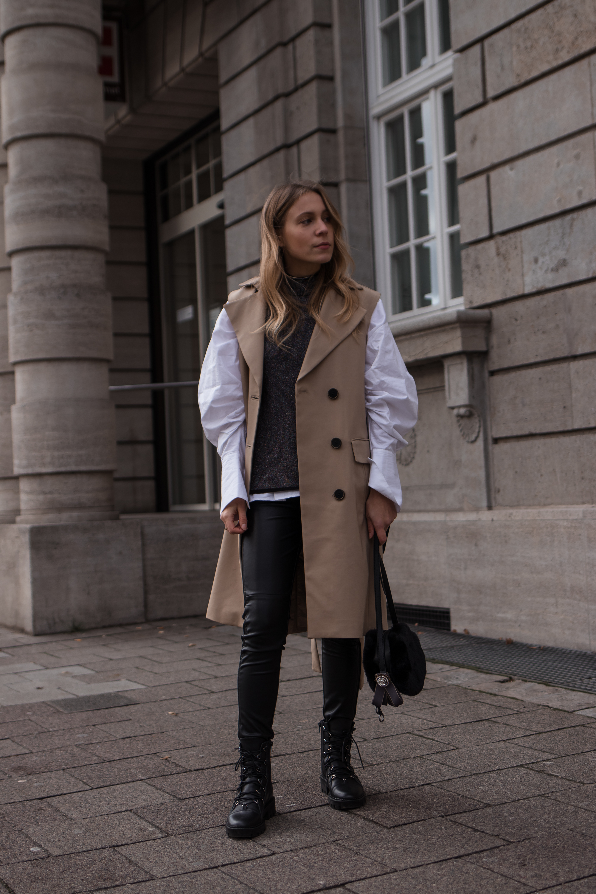 Puffy Sleeved Blouse Trench Vest Casual Chic Christmas Look Leather Pants Boots Puffärmel Modeblog Heidelberg Sariety Fashionblogger_3