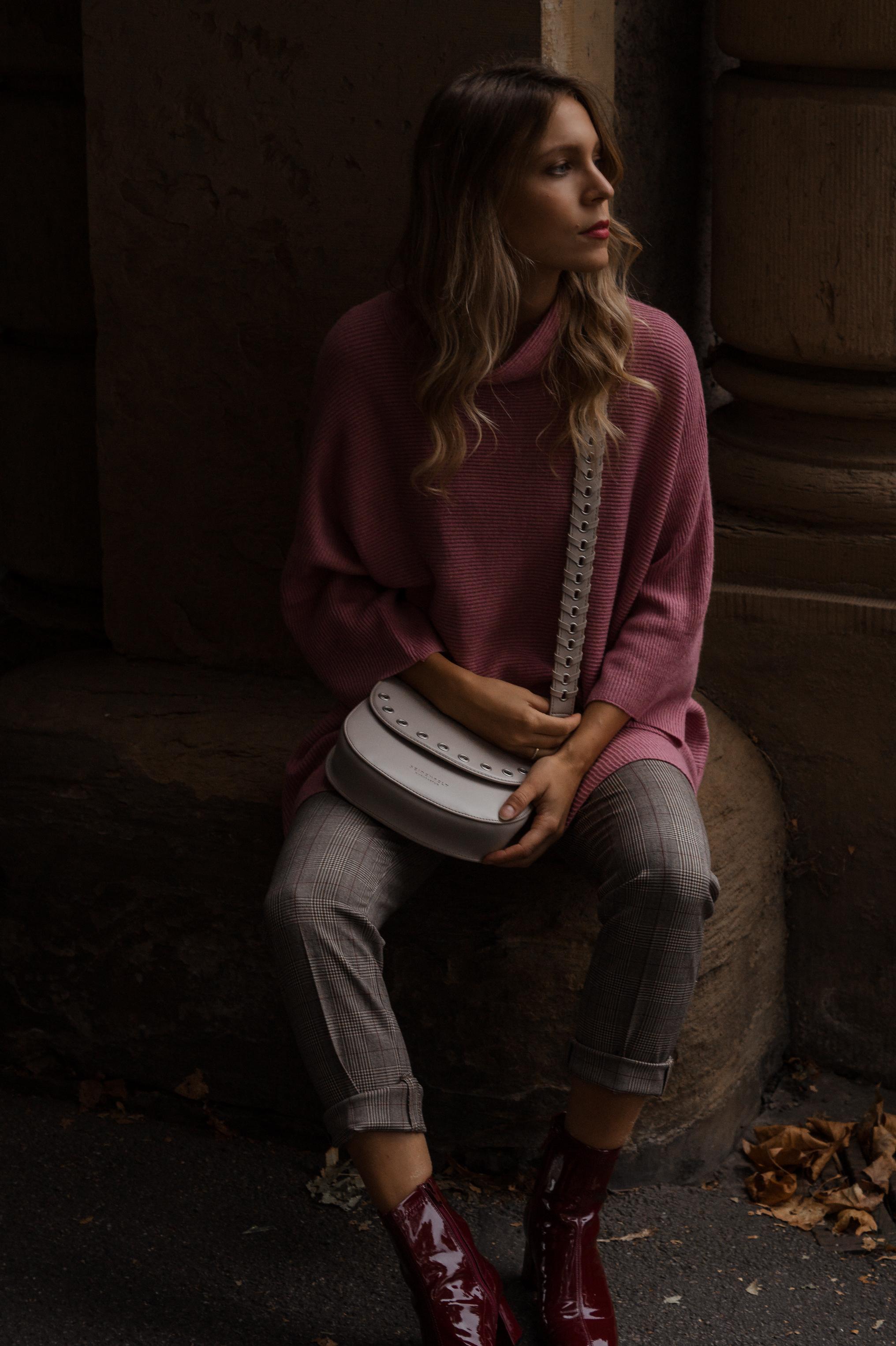Instagram-Frust Seidenfelt Tasche Modeblogger Heidelberg Sariety Fashionblog Sarah Schäfer karierte Hose rote Lackschuhe_11