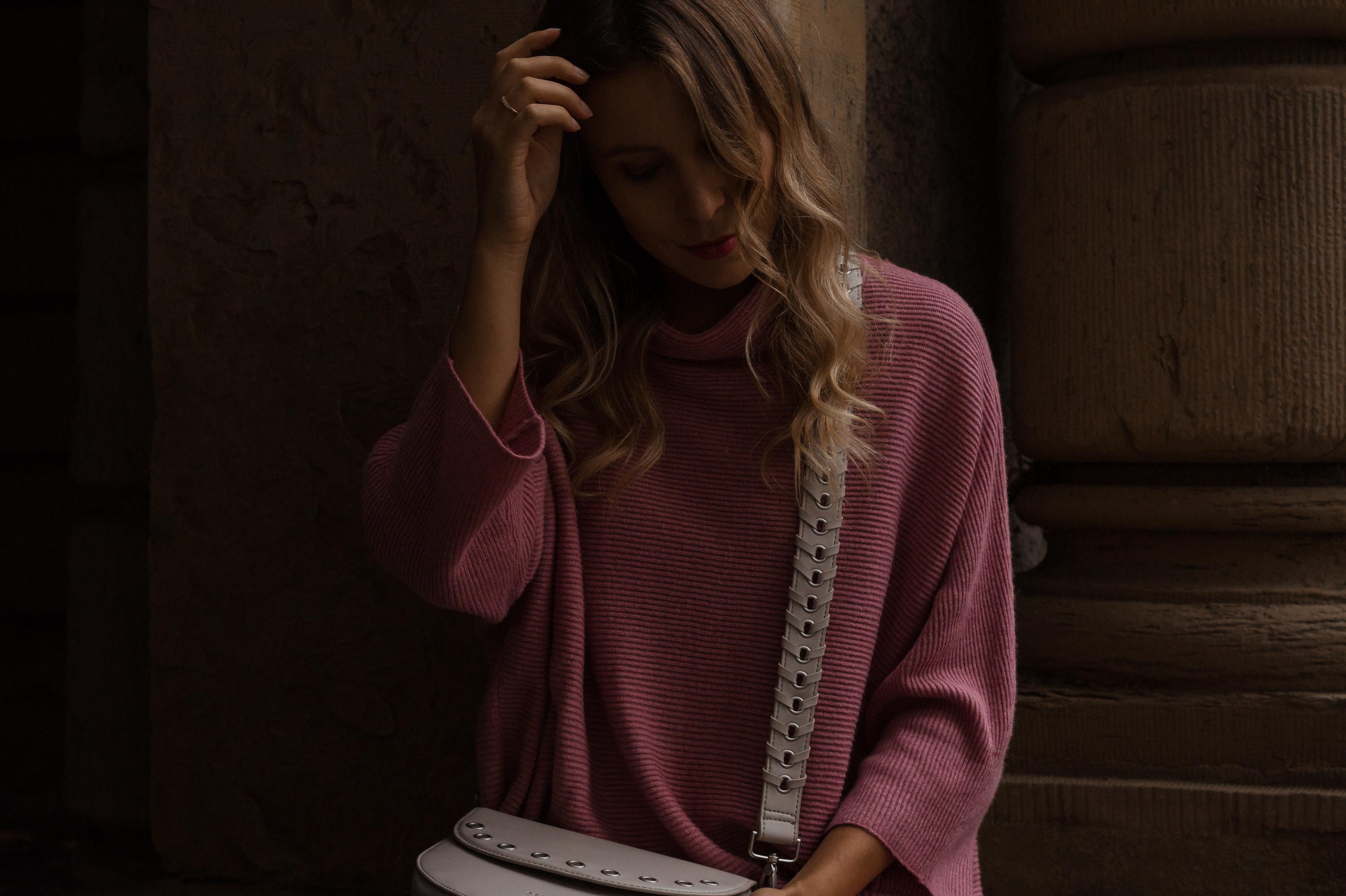 Instagram-Frust Seidenfelt Tasche Modeblogger Heidelberg Sariety Fashionblog Sarah Schäfer karierte Hose rote Lackschuhe_12
