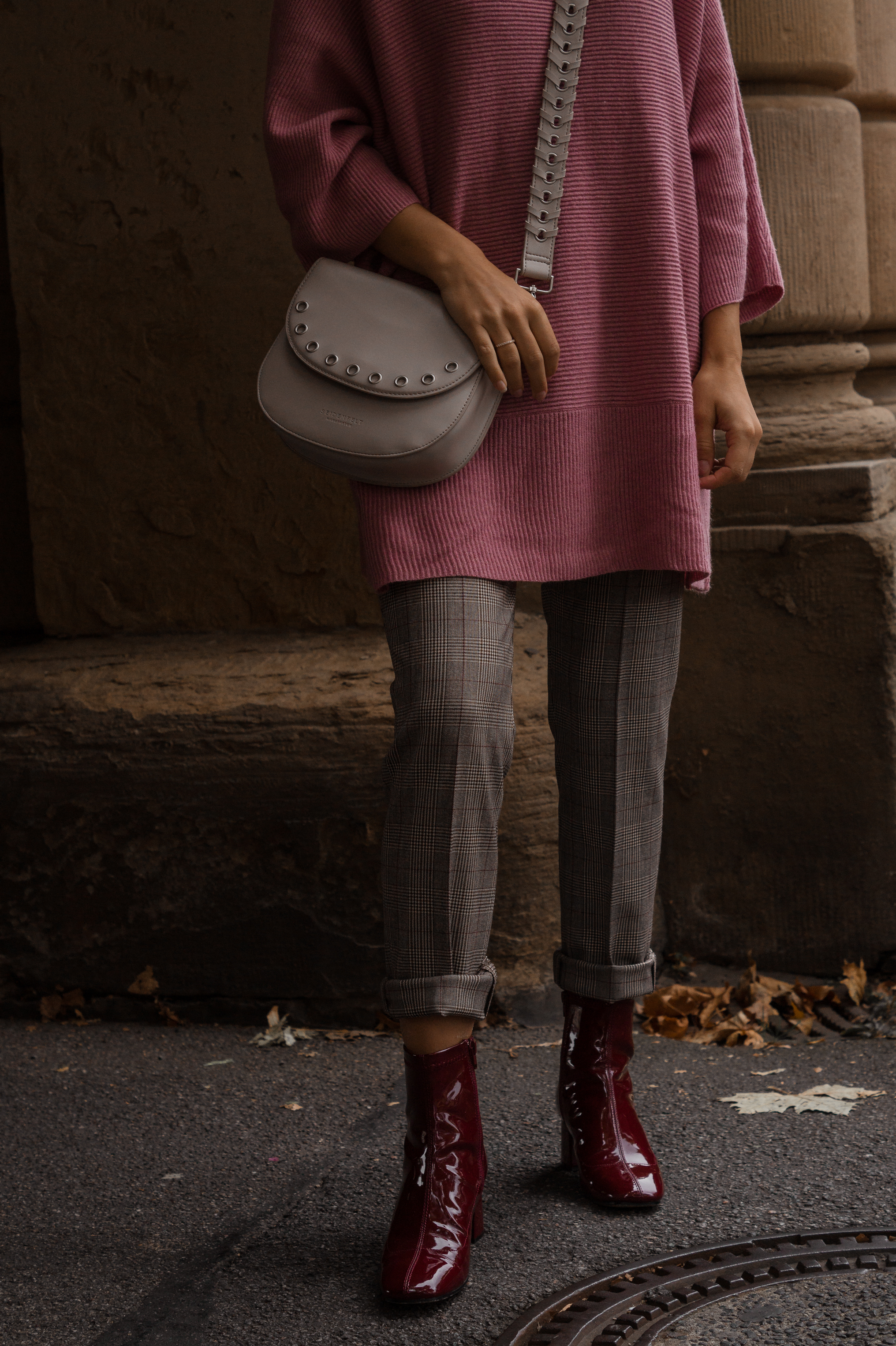 Instagram-Frust Seidenfelt Tasche Modeblogger Heidelberg Sariety Fashionblog Sarah Schäfer karierte Hose rote Lackschuhe_3