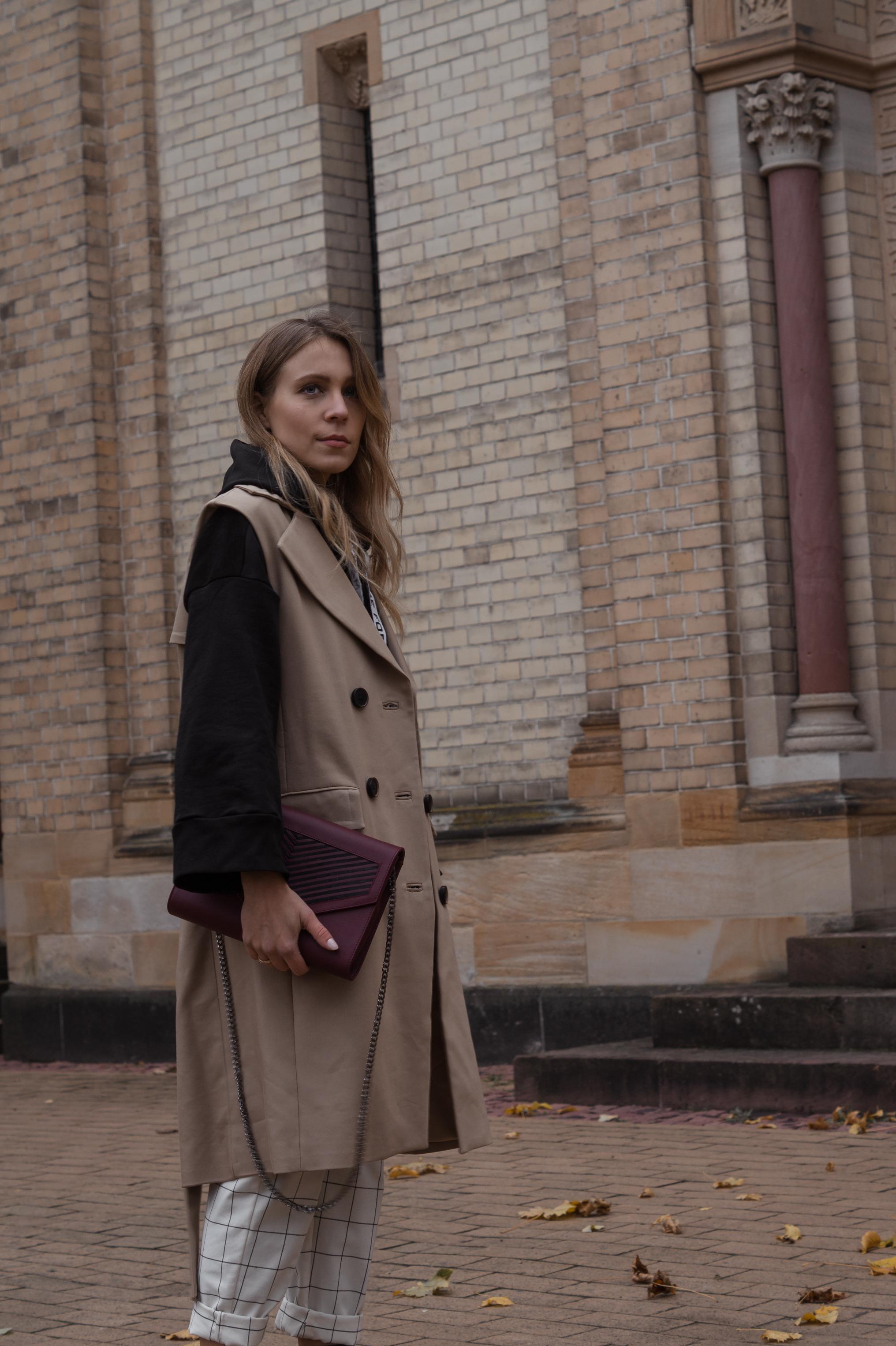Zara Hoodie Trench Vest Lili Radu Bag Fashionblogger Sariety Modeblog Heidelberg Fall Layers karierte Hose Mango Streetstyle_15