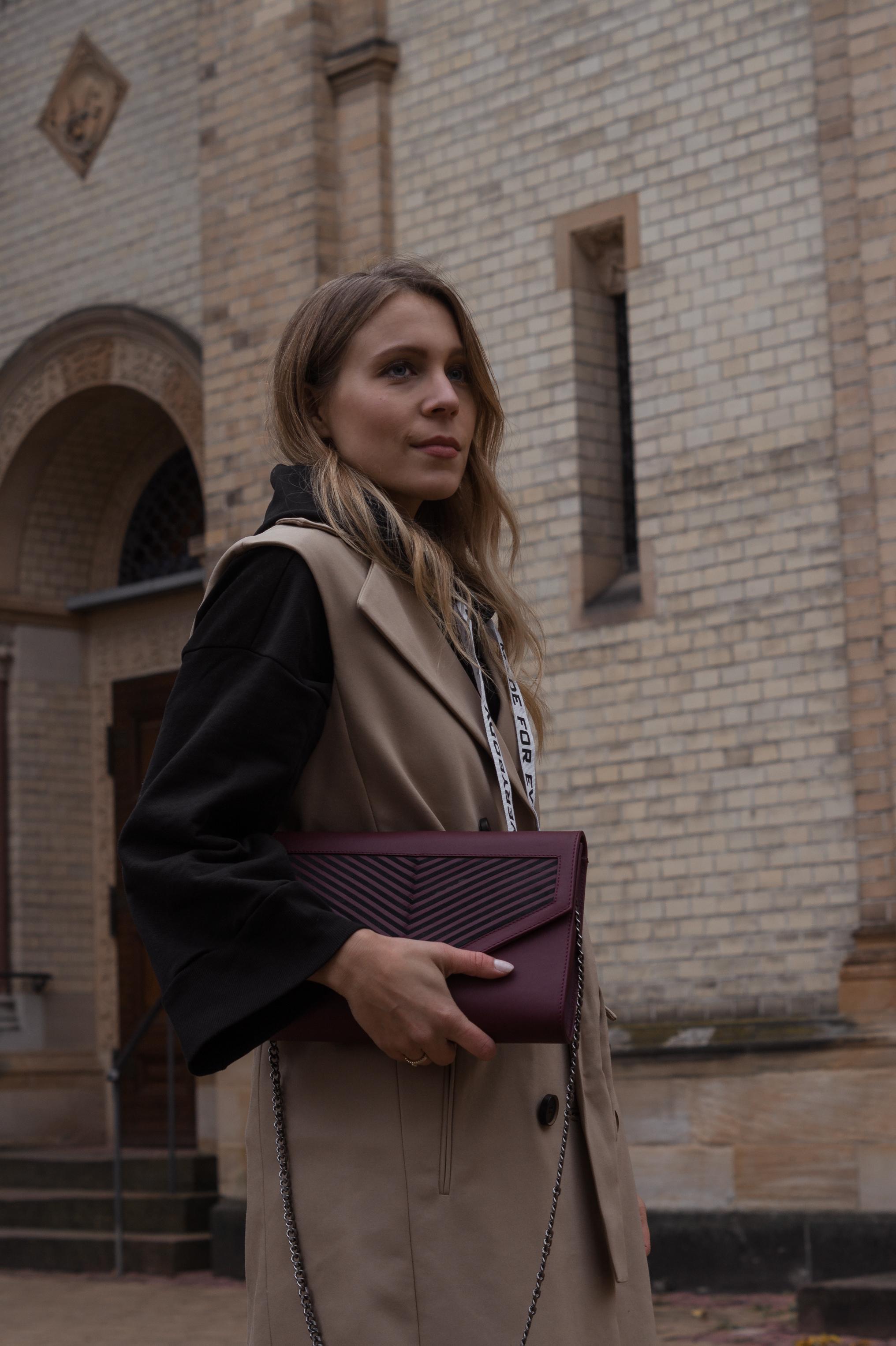 Zara Hoodie Trench Vest Lili Radu Bag Fashionblogger Sariety Modeblog Heidelberg Fall Layers karierte Hose Mango Streetstyle_17