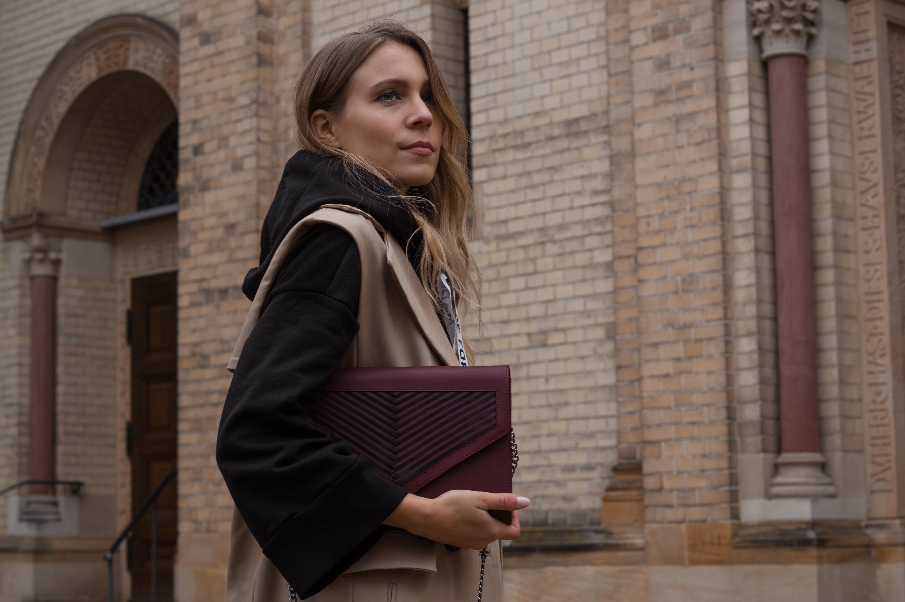 Zara Hoodie Trench Vest Lili Radu Bag Fashionblogger Sariety Modeblog Heidelberg Fall Layers karierte Hose Mango Streetstyle_4
