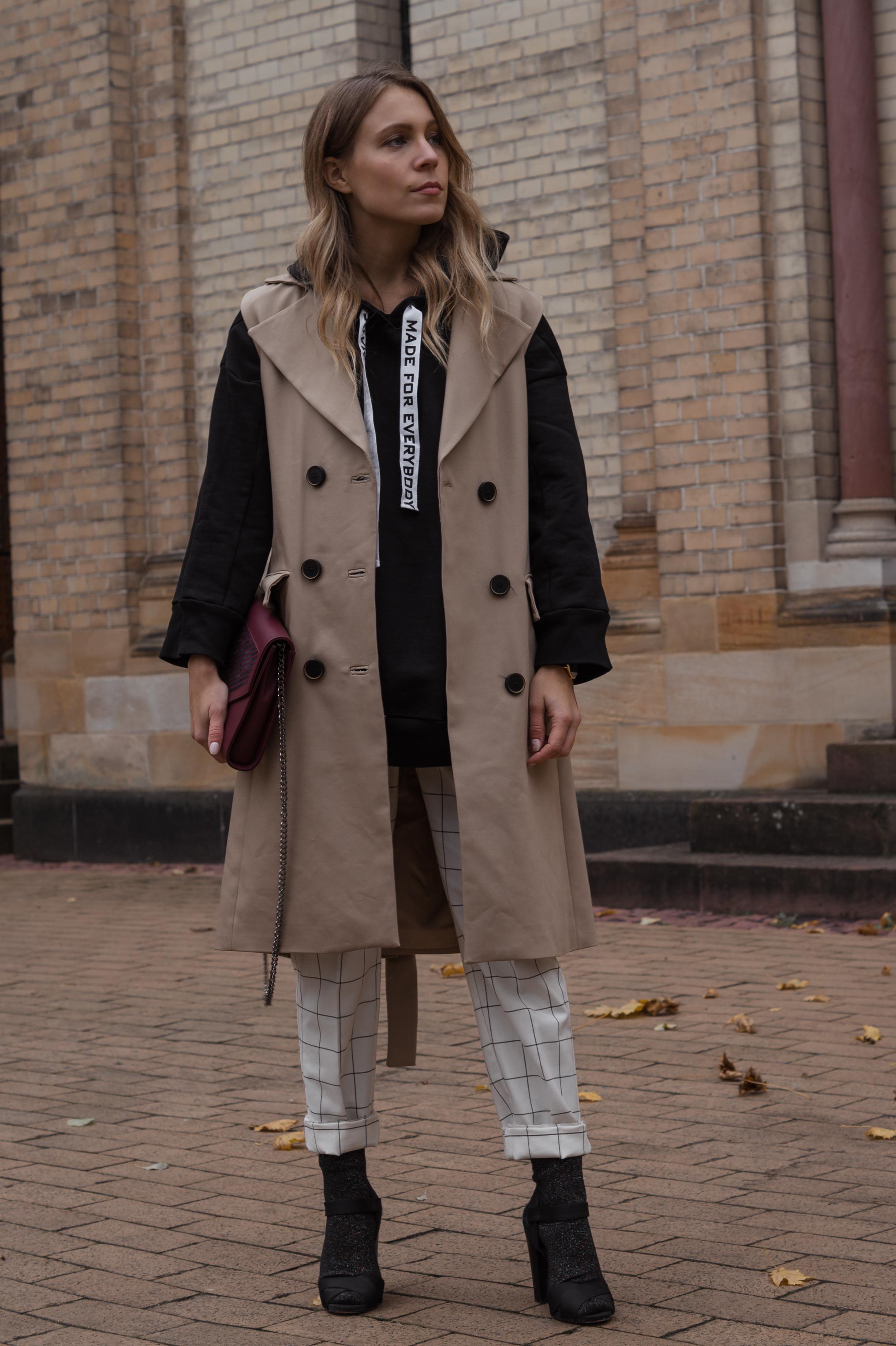 Zara Hoodie Trench Vest Lili Radu Bag Fashionblogger Sariety Modeblog Heidelberg Fall Layers karierte Hose Mango Streetstyle_8