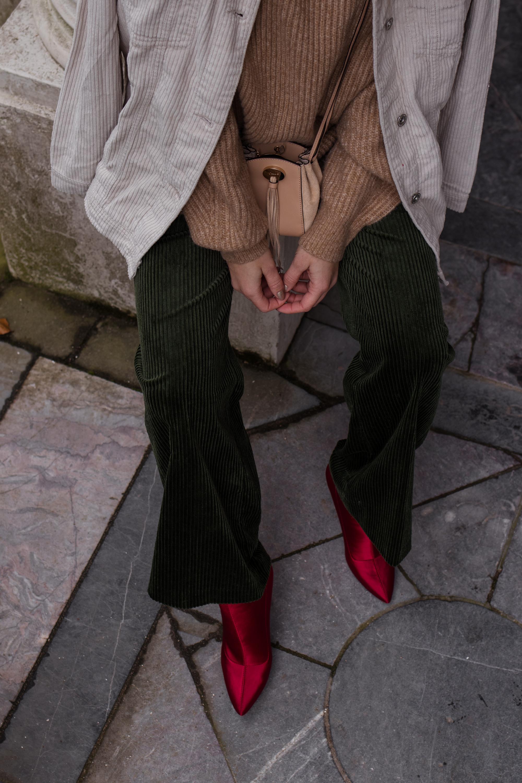 Green Cord Pants Chloe Bag Red Sock Boots Trend Cord Jacket Sariety Modeblog Fashionblogger Sarah Schäfer Cordhose_10