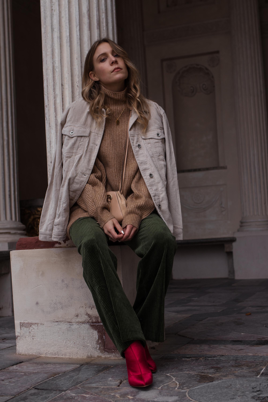 Green Cord Pants Chloe Bag Red Sock Boots Trend Cord Jacket Sariety Modeblog Fashionblogger Sarah Schäfer Cordhose_5