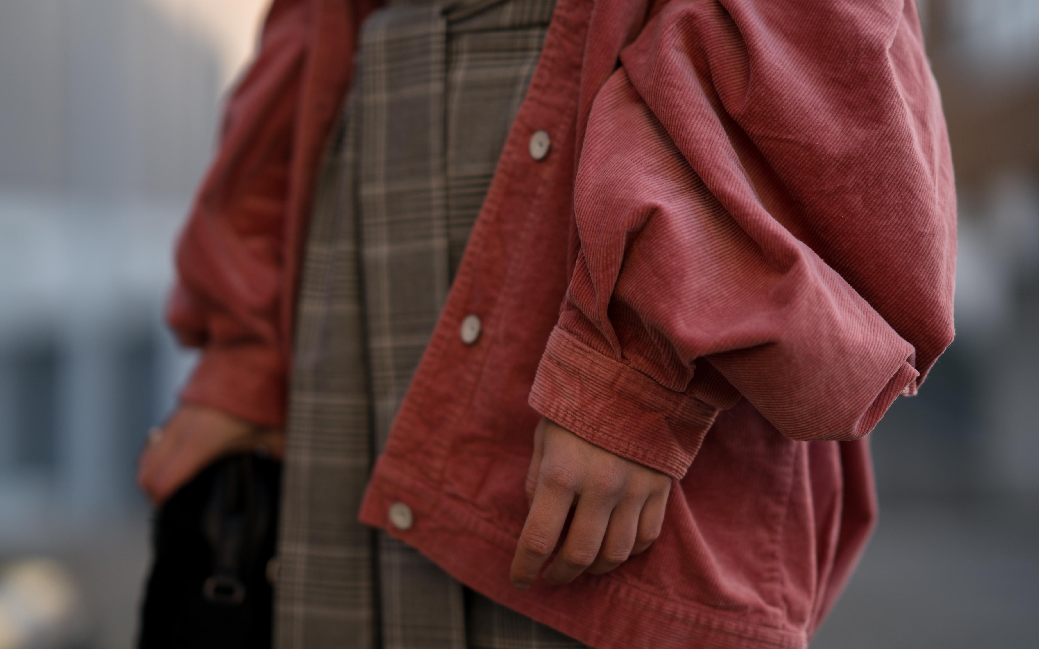Pink Cord Jacket Glencheck Dress White Sneakers oversize Mango Cordjacke kariertes Kleid Zara Cord Trend Streetstyle Modeblog Sariety Fashionblogger Heidelberg_64