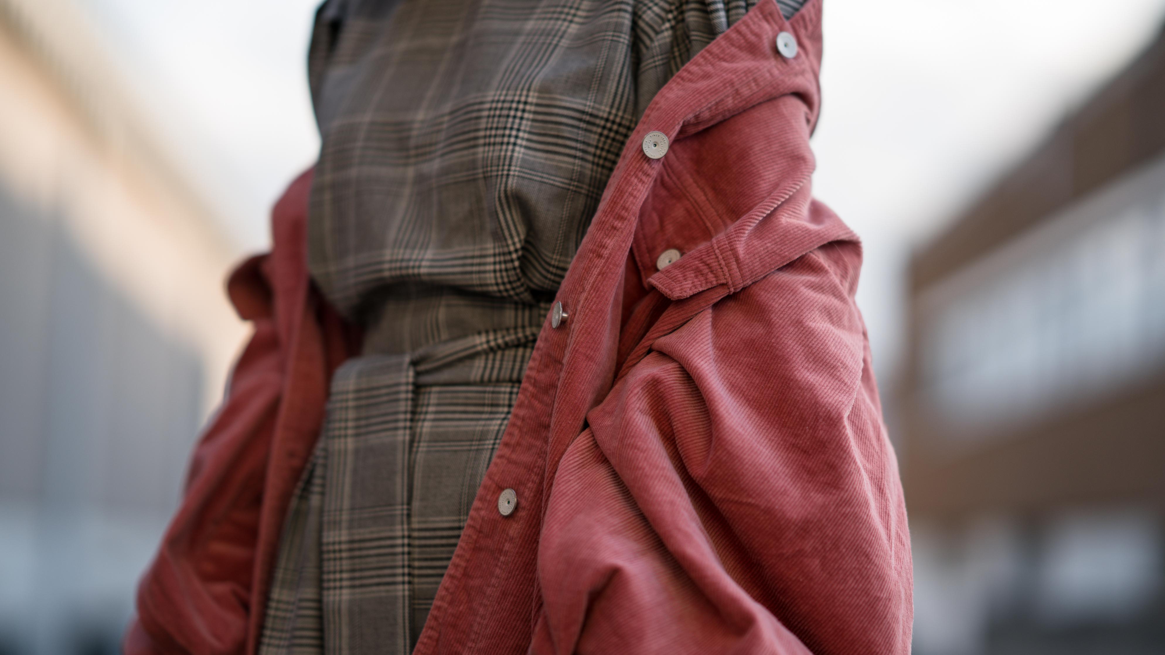 Pink Cord Jacket Glencheck Dress White Sneakers oversize Mango Cordjacke kariertes Kleid Zara Cord Trend Streetstyle Modeblog Sariety Fashionblogger Heidelberg_65