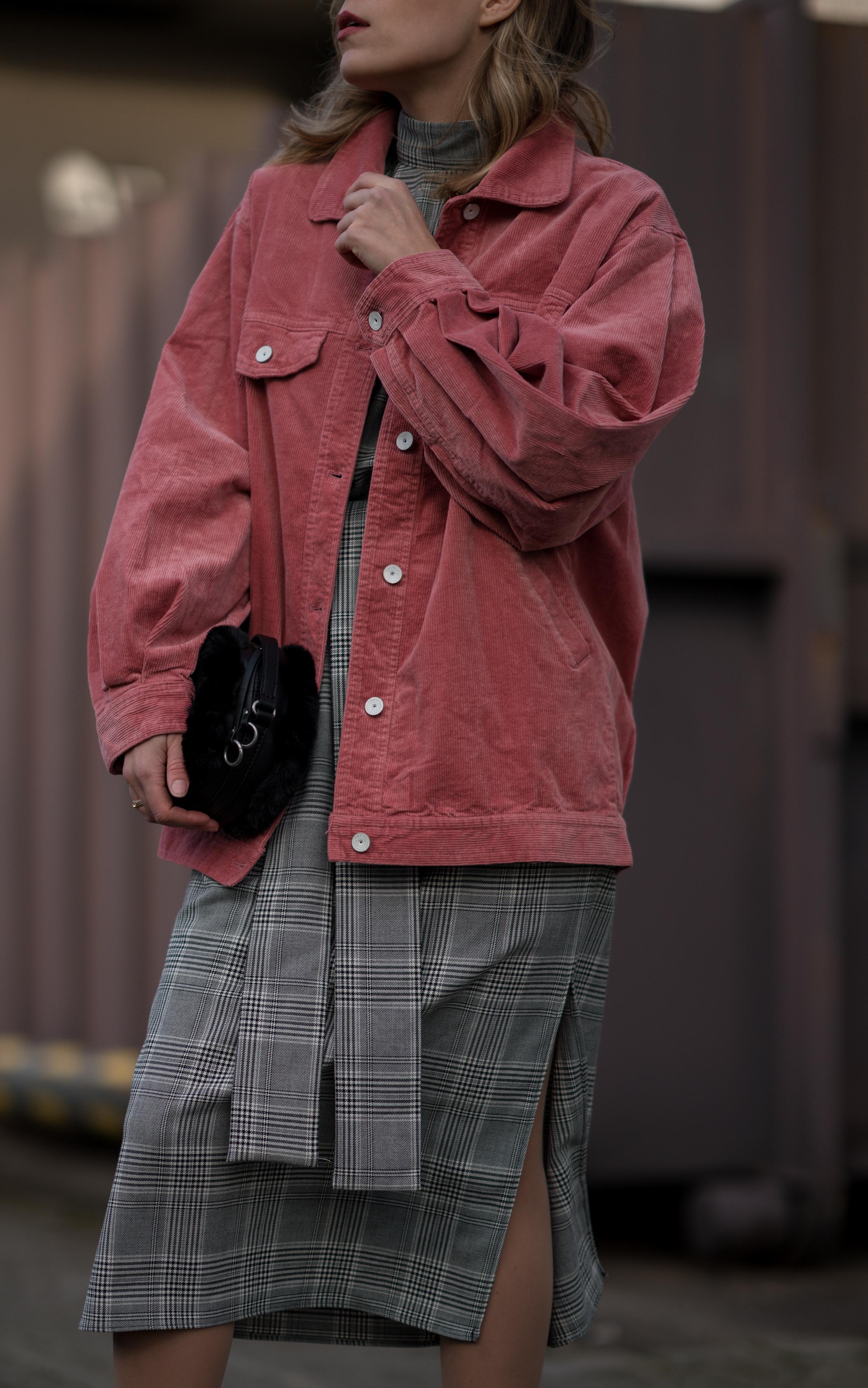 Pink Cord Jacket Glencheck Dress White Sneakers oversize Mango Cordjacke kariertes Kleid Zara Cord Trend Streetstyle Modeblog Sariety Fashionblogger Heidelberg_8